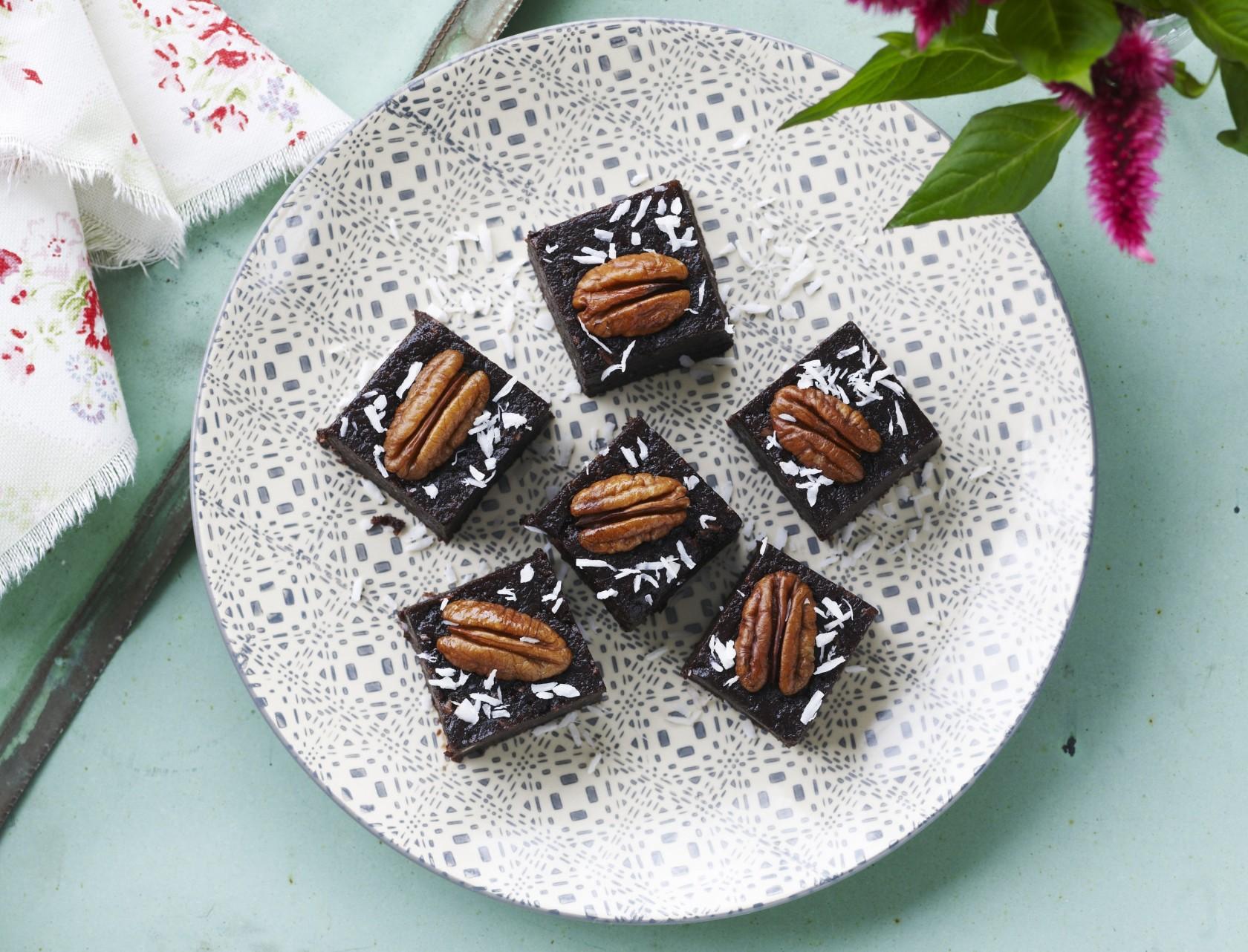 Rå brownie med pekannødder og kokosmel