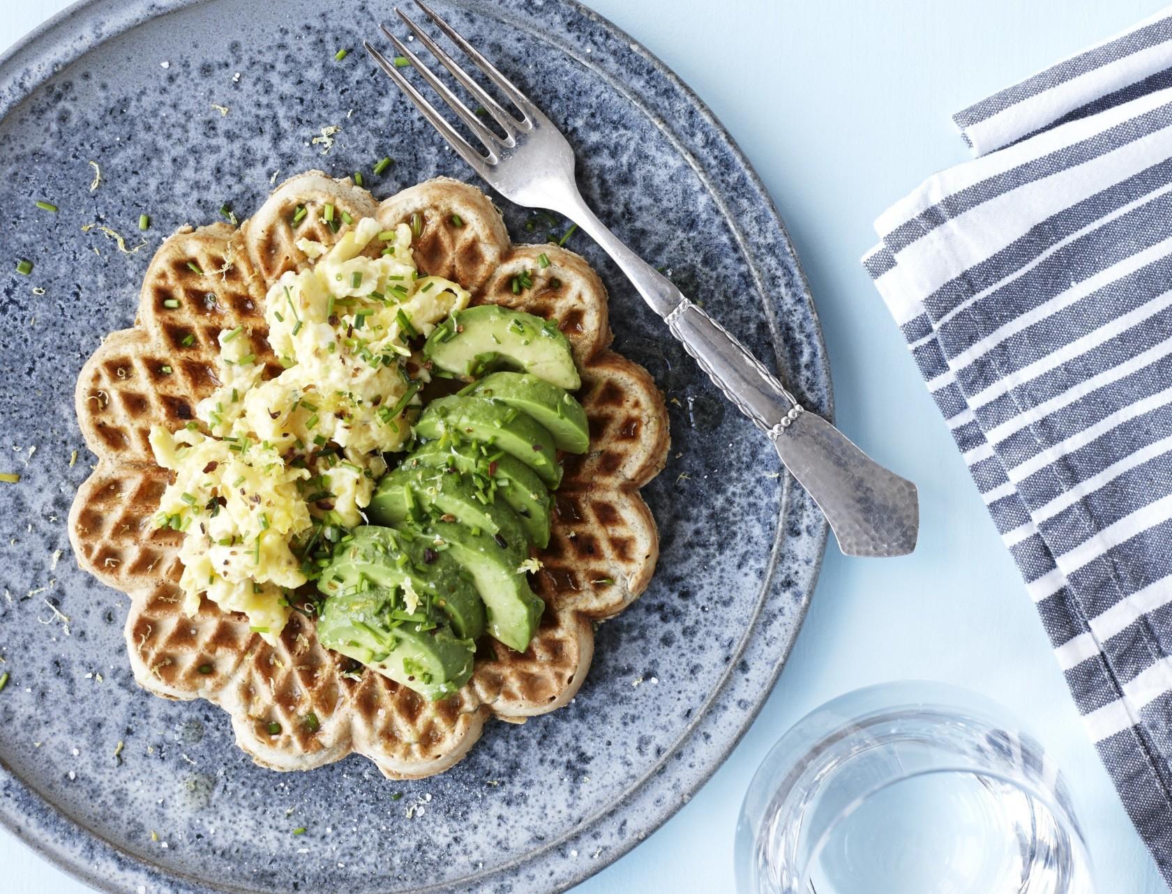Rugvafler med røræg og avocado - perfekt sund morgenmad eller frokost!