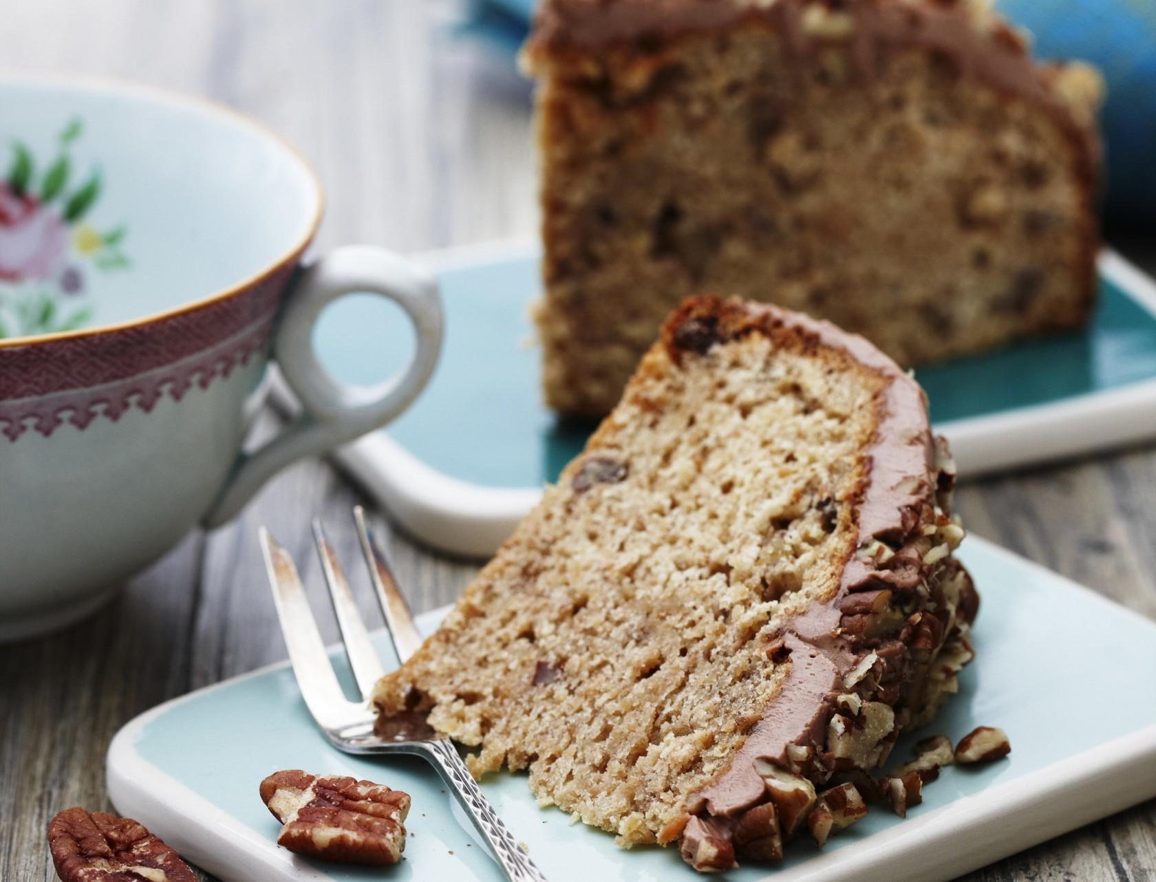 Pastinakkage med nødder og nougatcreme - lækker og svampet kage!