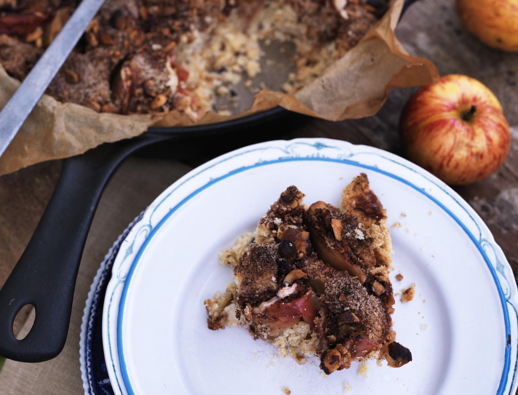Æblekage med hasselnødder og vanilje