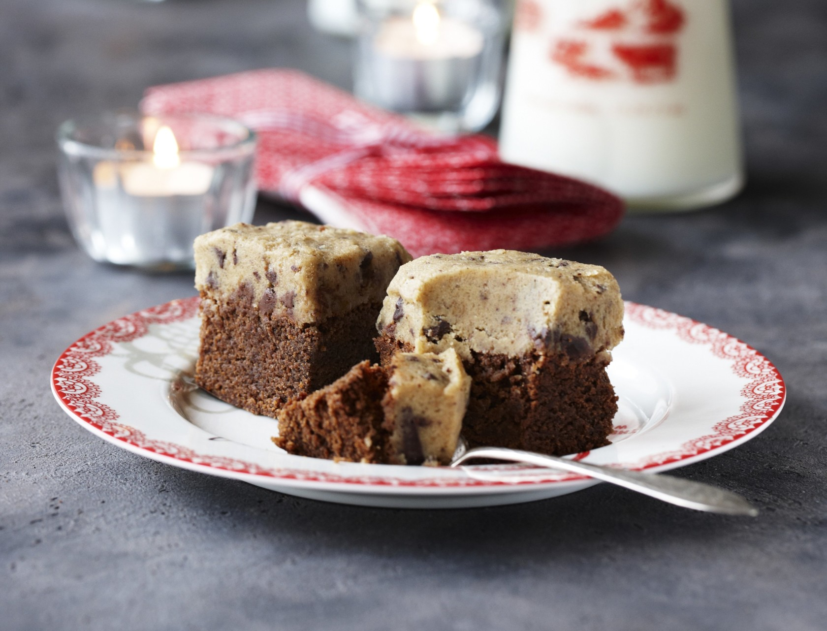 Brownie med cookiedej på toppen