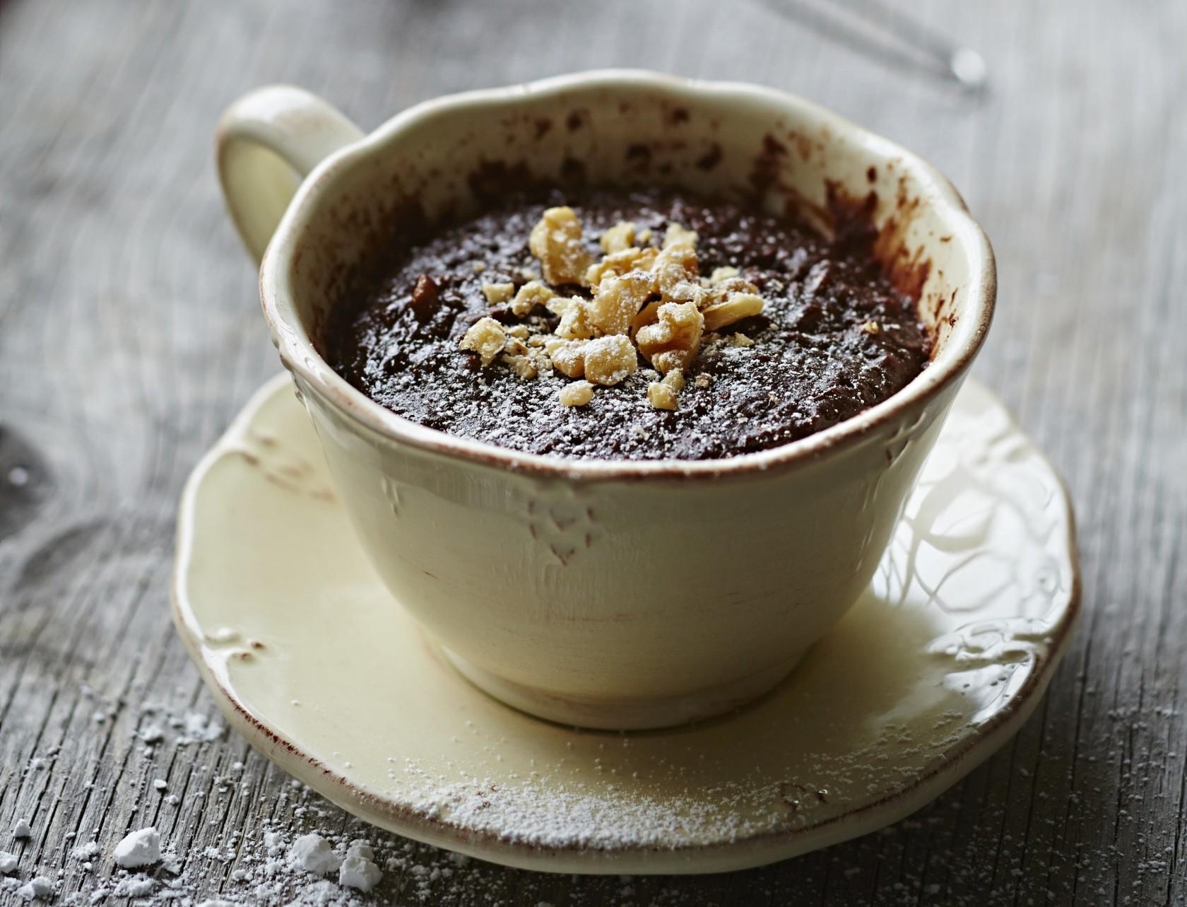 Kage i kop med chokolade - sjov opskrift på hurtig kage i mikrobølgeovn.