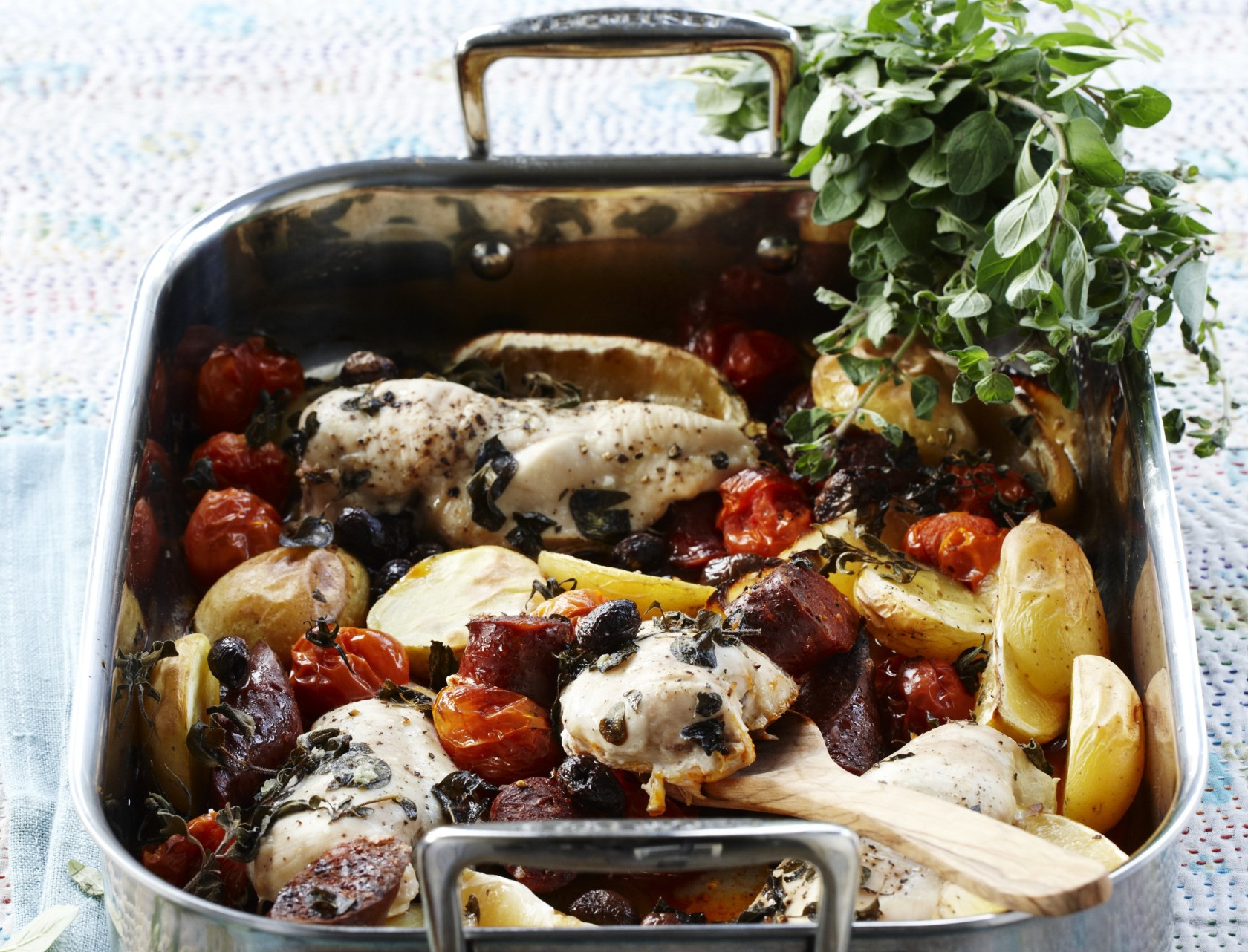 Kylling i ovn med kartofler og tomater | SPIS BEDRE
