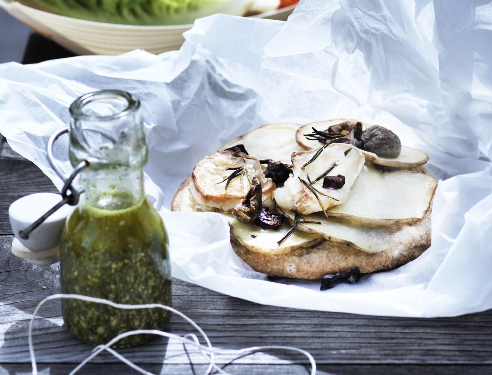 Minipizzaer med kartoffel og gedeost - perfekt opskrift til picnic, madpakke eller anden frokost.