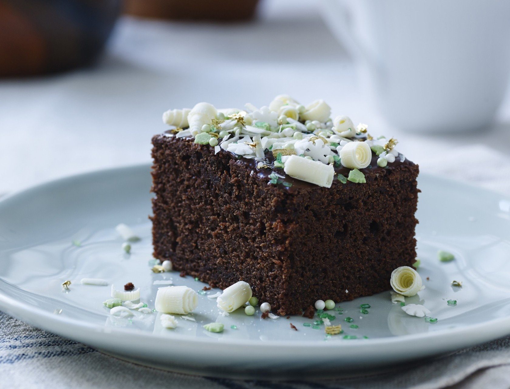 Chokoladekage med chokoladeovertræk - den lækreste kage!