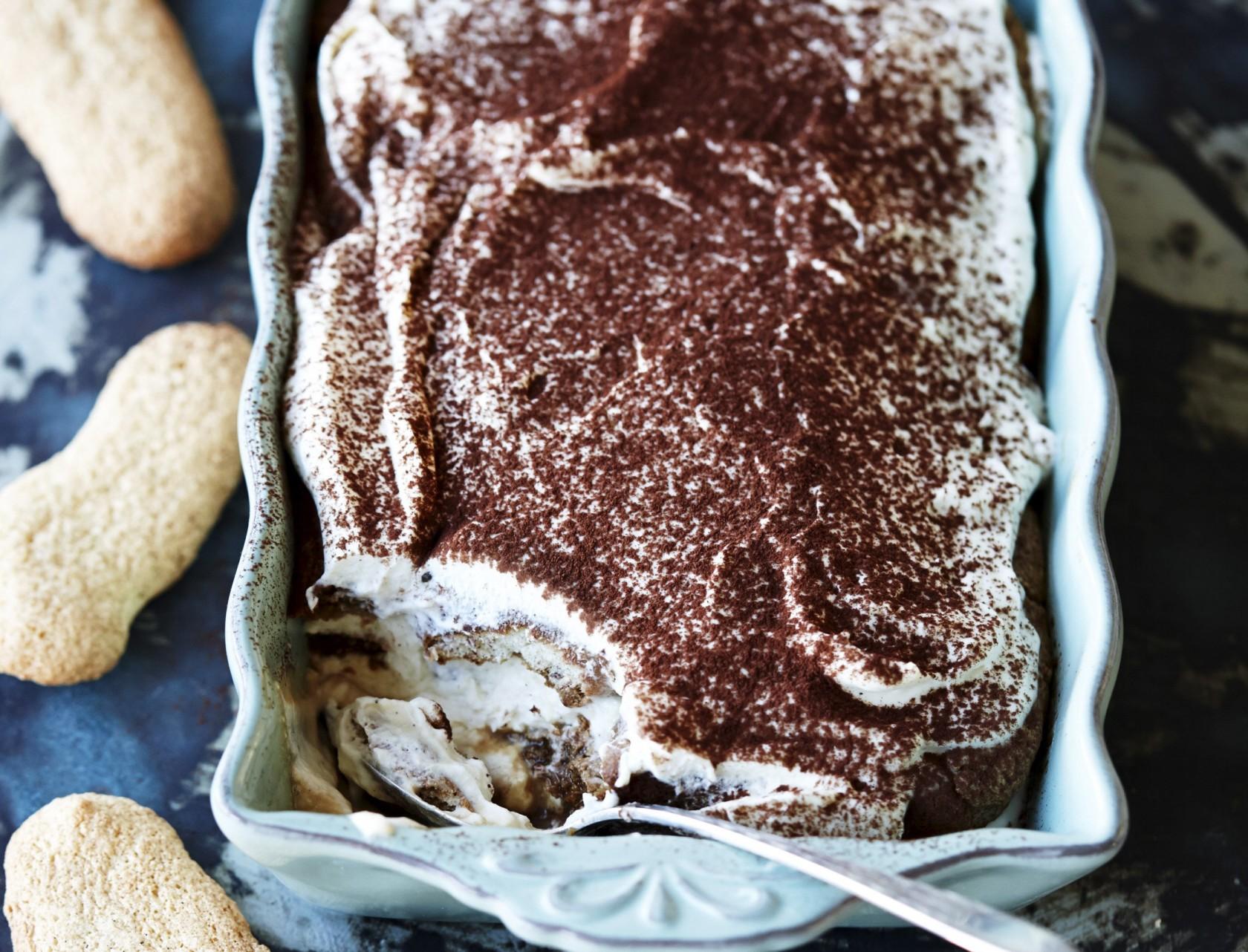 Tiramisu med hjemmelavede ladyfingers - nem og lækker opskrift på den klassiske dessert.
