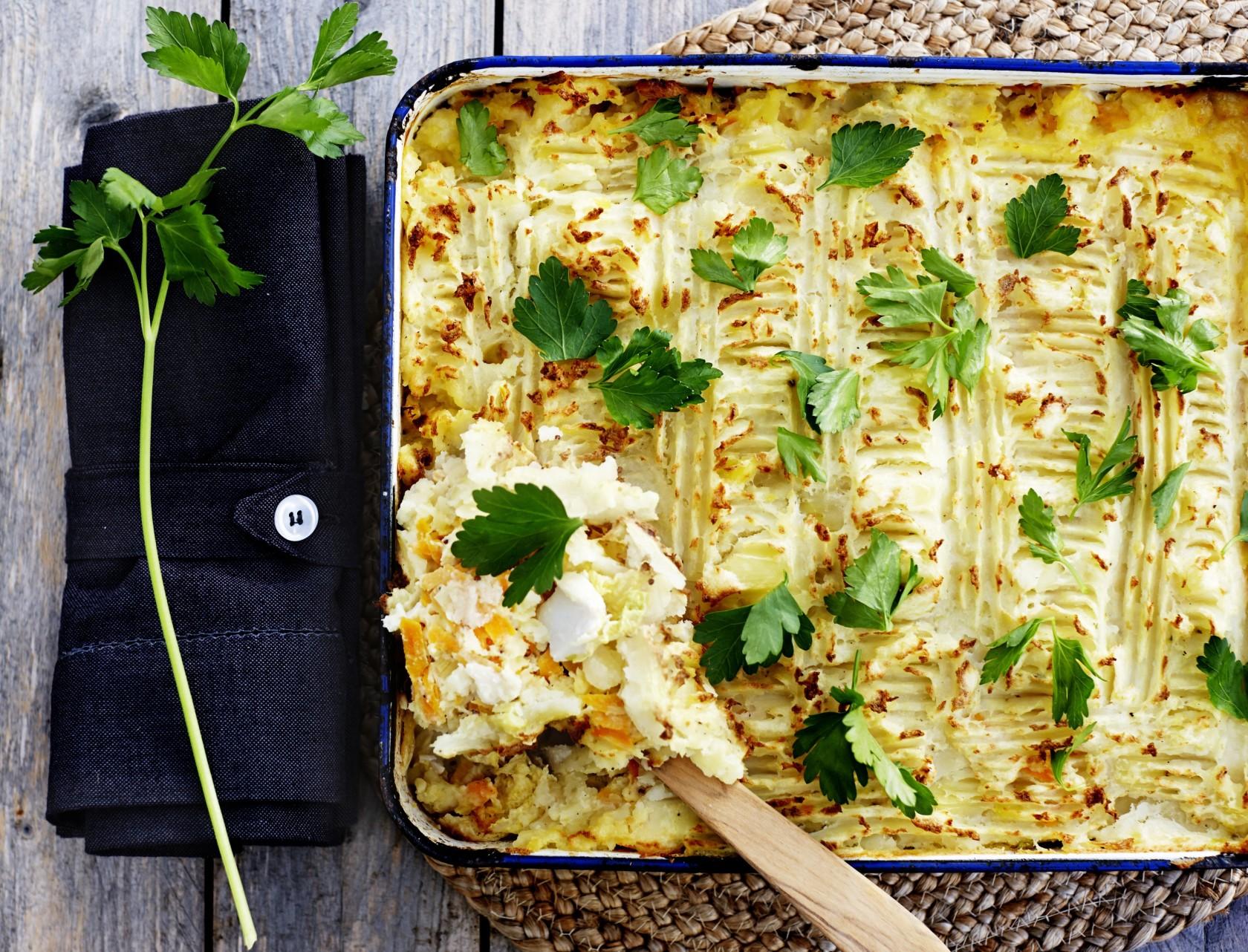 Fiskepie med kål og kartoffelmos - nem og lækker opskrift!