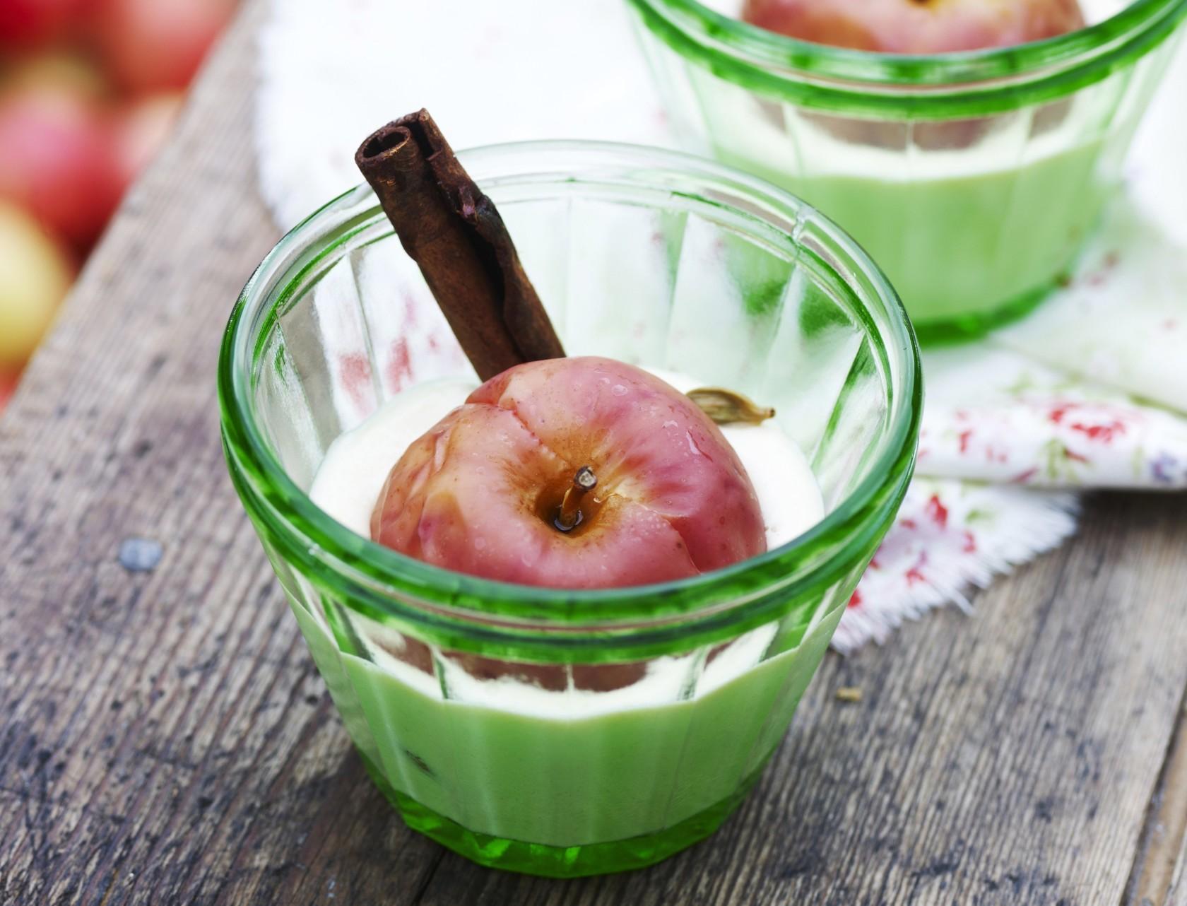 Bagte æbler med kanel og marcipanskum
