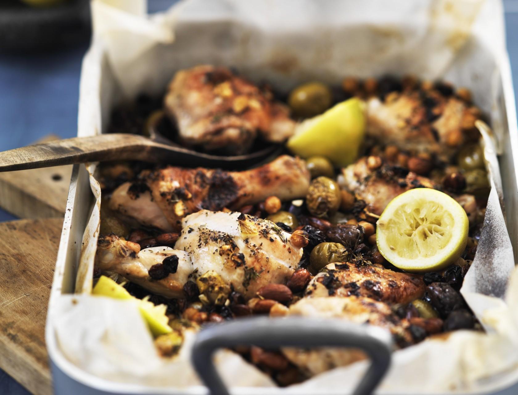 Citronkylling med oliven, mandler og kikærter