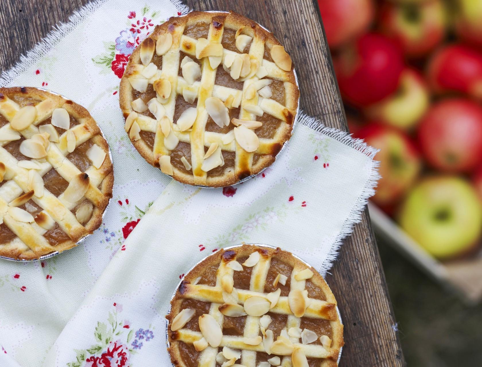 Små æbletærter med fletlåg
