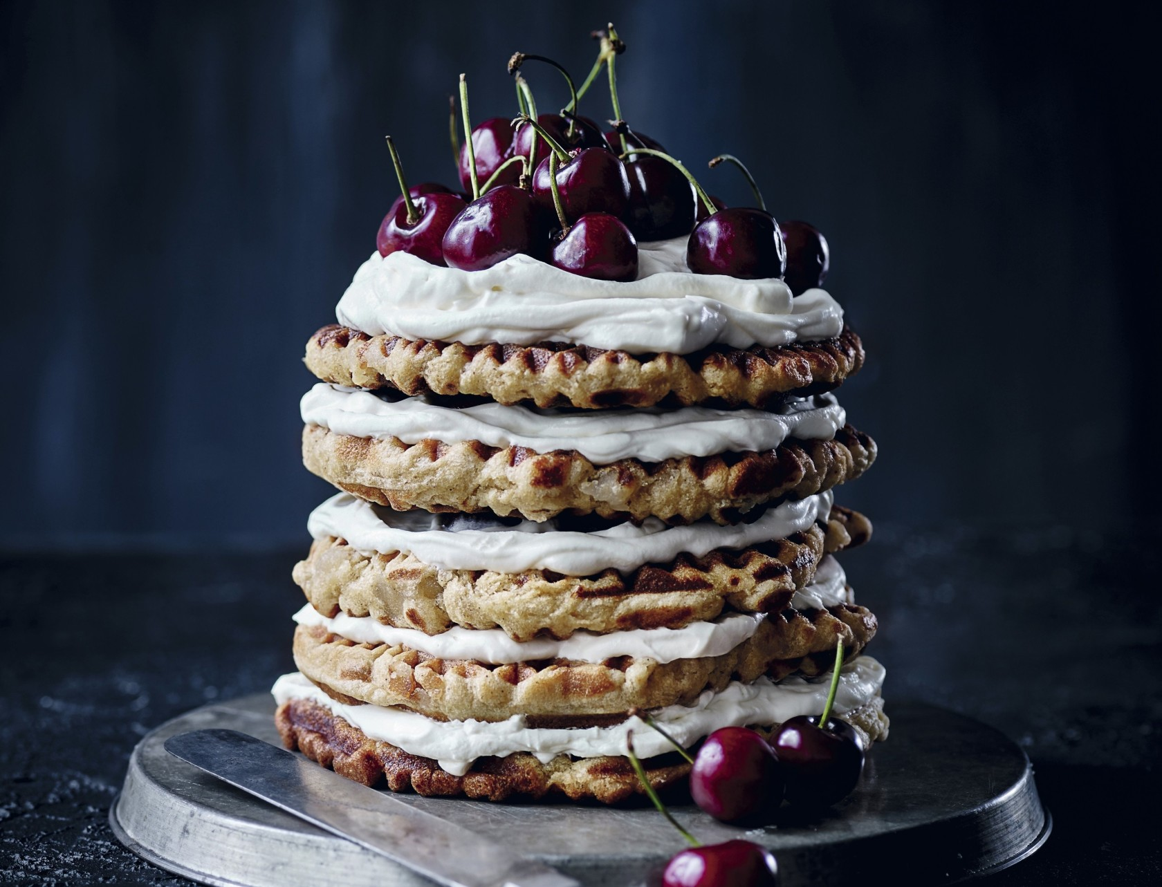 Mhm, Vaffellagkage med marcipan og kirsebær