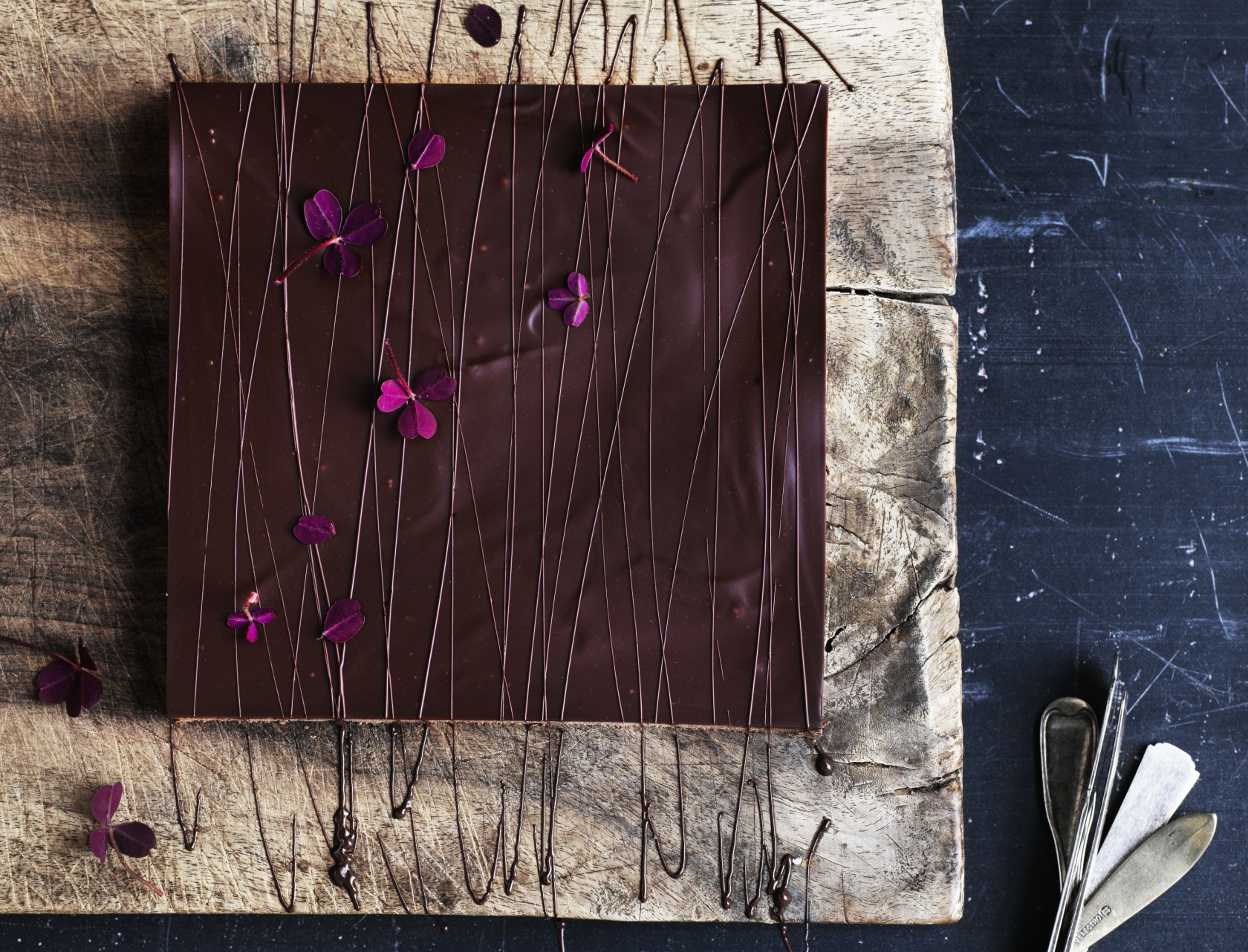 Delikat chokoladetærte med Baileys-ganache