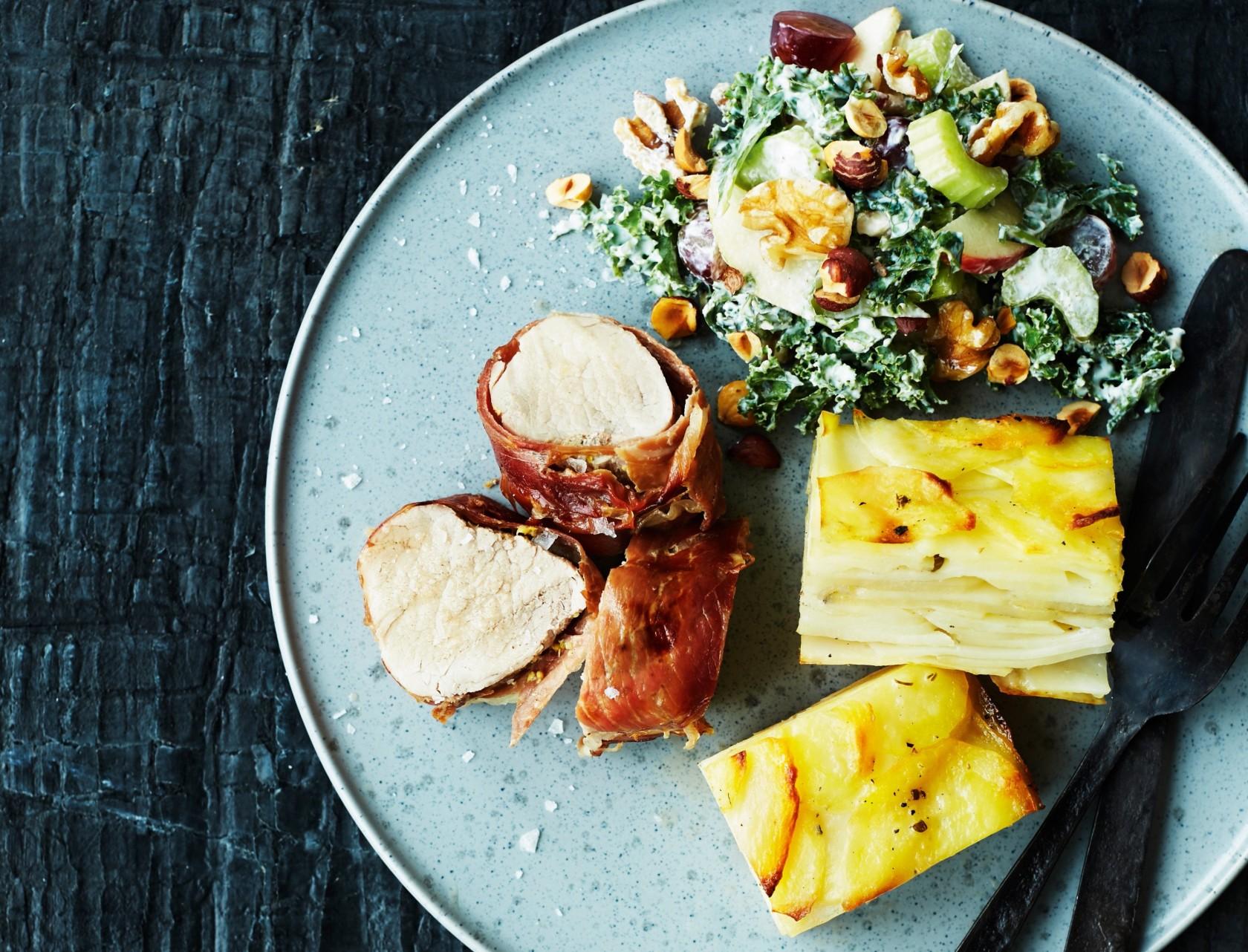 Pommes anna med svinemørbrad og waldorfsalat