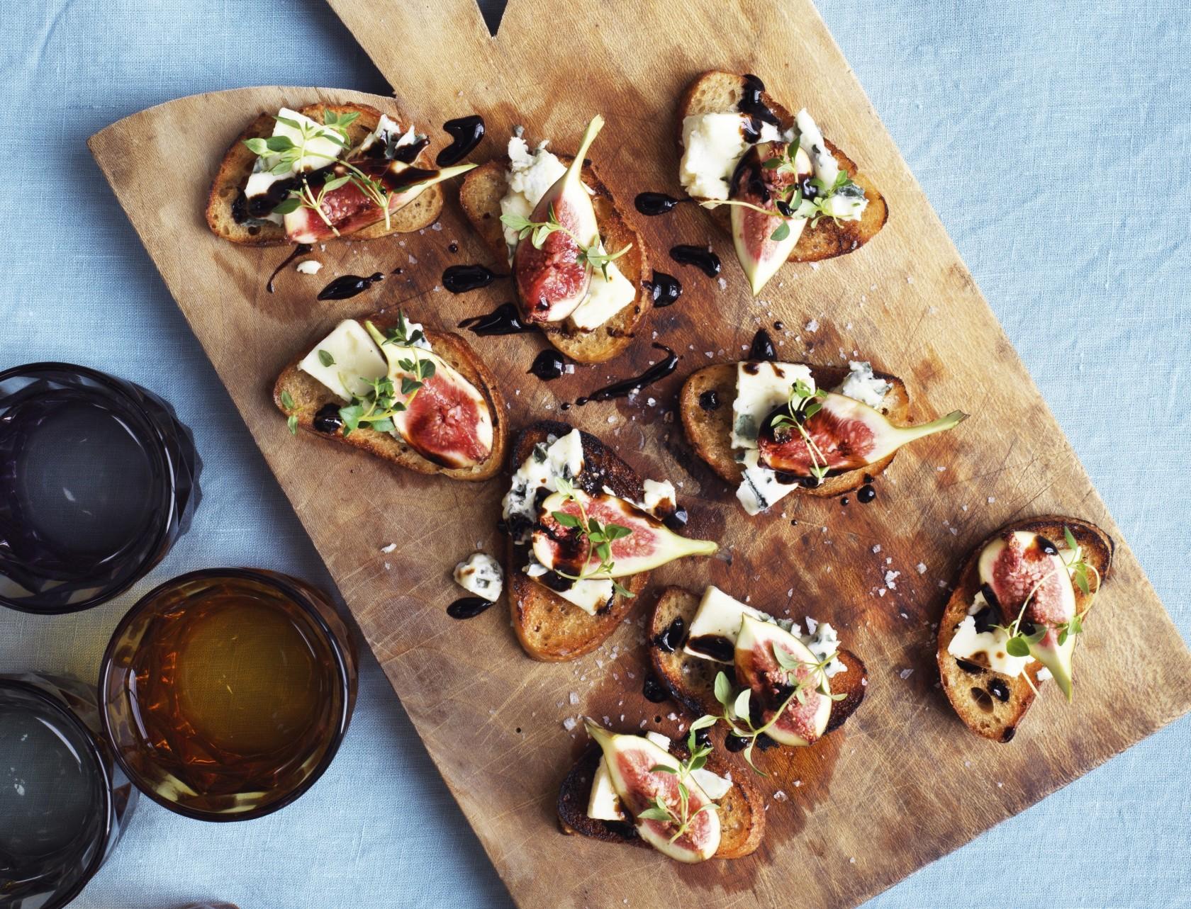 Italienske bruschetta med gorgonzola og figner