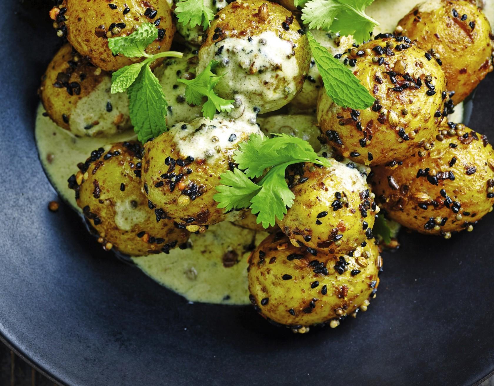 Giv de nye, danske kartofler skøn smag af varme krydderier.