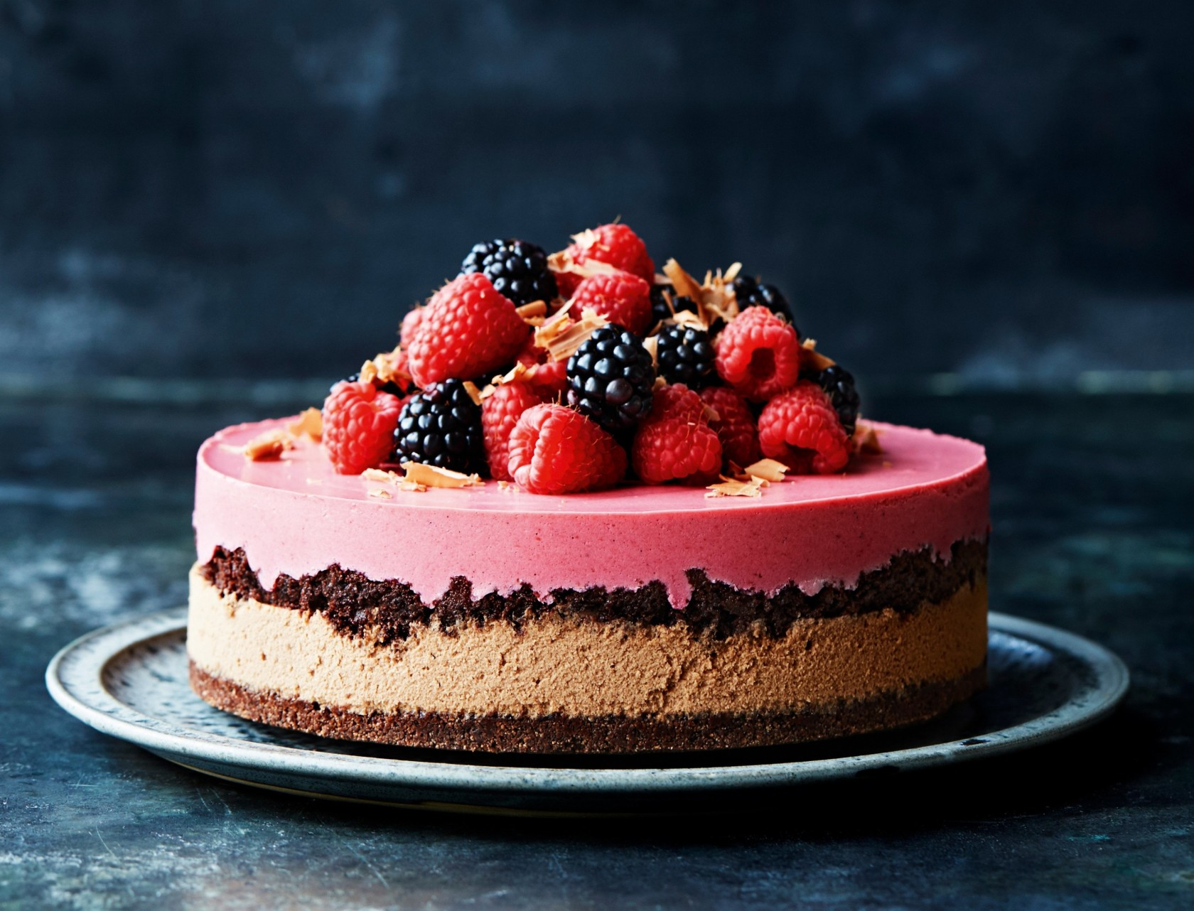 Smuk chokoladelagkage med chokolademousse og hindbærmousse
