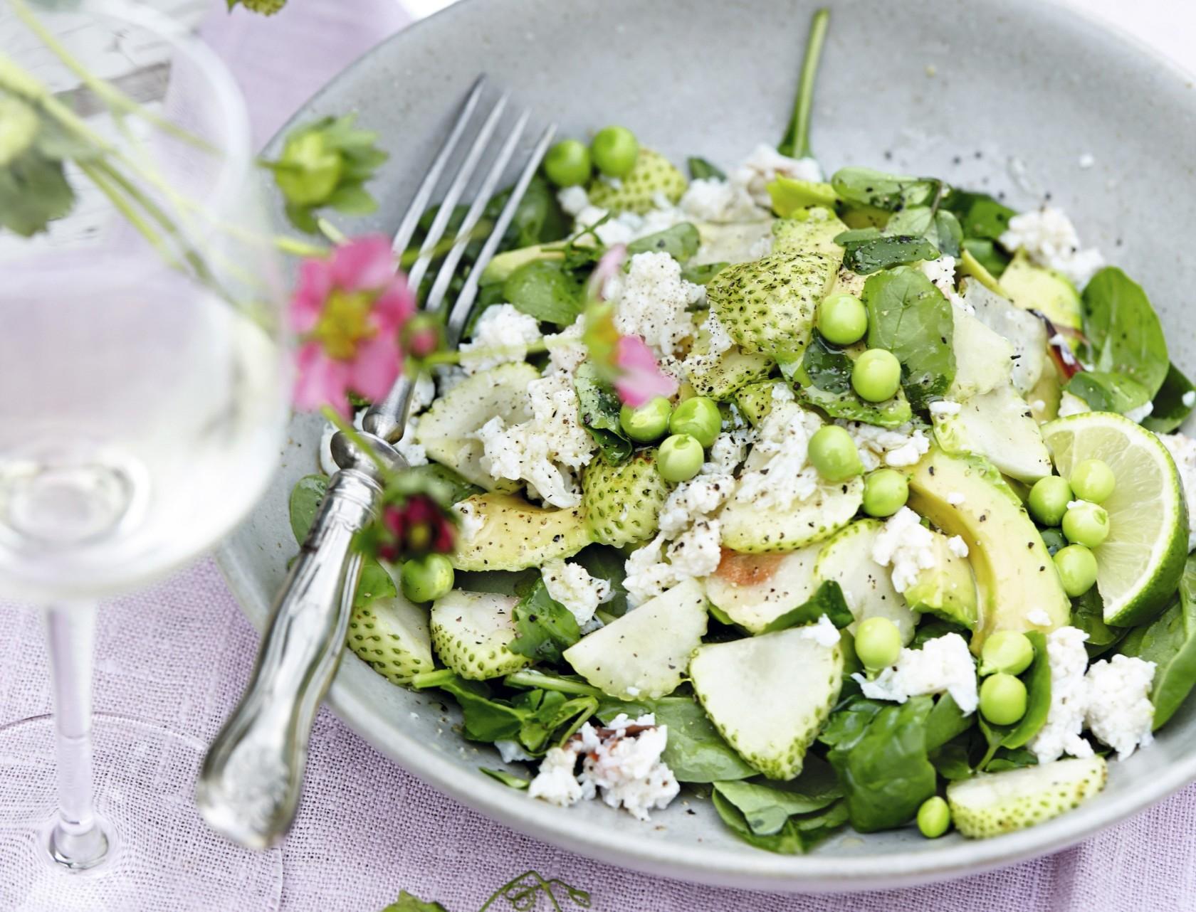 Salat med krabbe, avocado og grønne jordbær