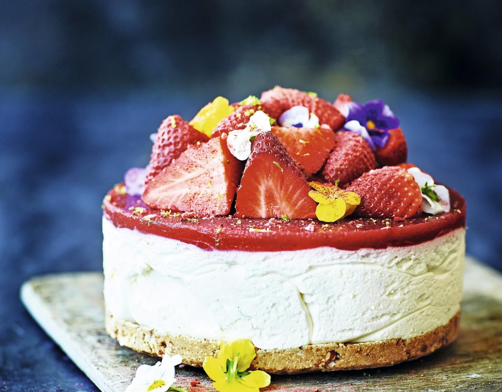 Strawberry daiquiri-cheesecake med rom og lime.