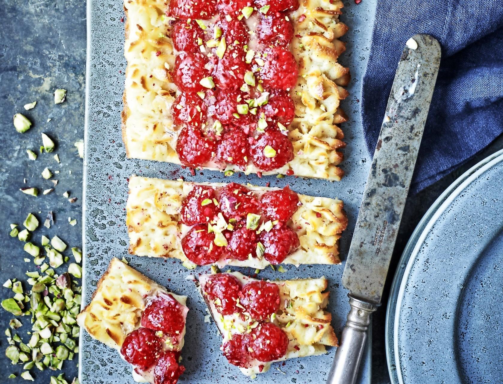 Makrontærte med hindbær - virkelig flot og lækker kage!