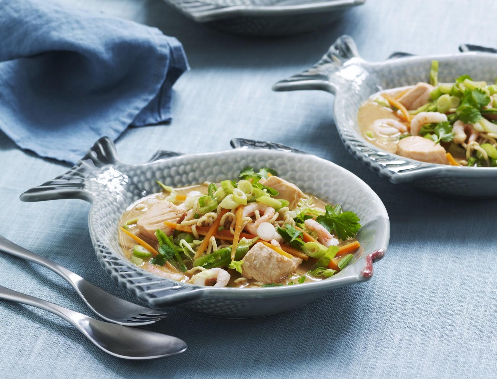 Thaisuppe med laks, rejer og sprøde grøntsager