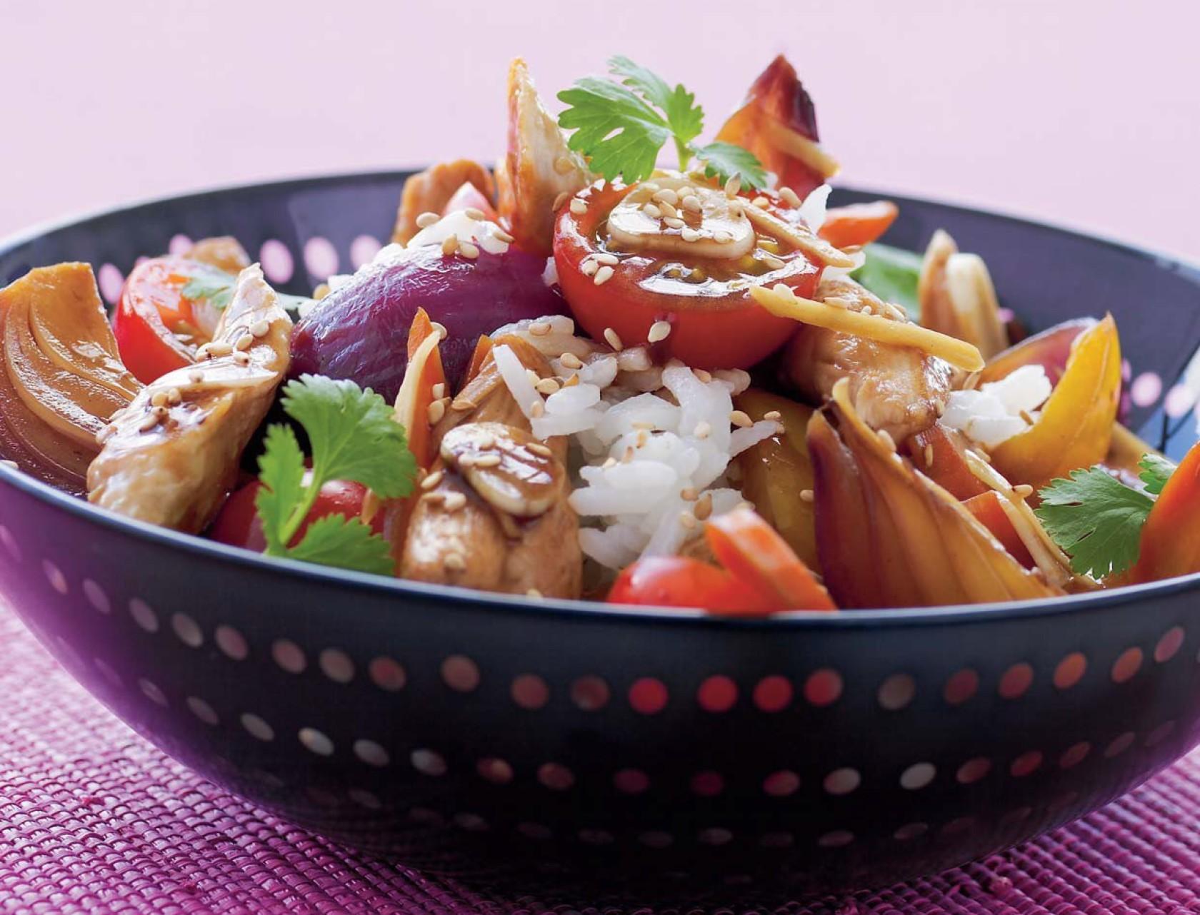 Wokret med kylling og sprøde grøntsager