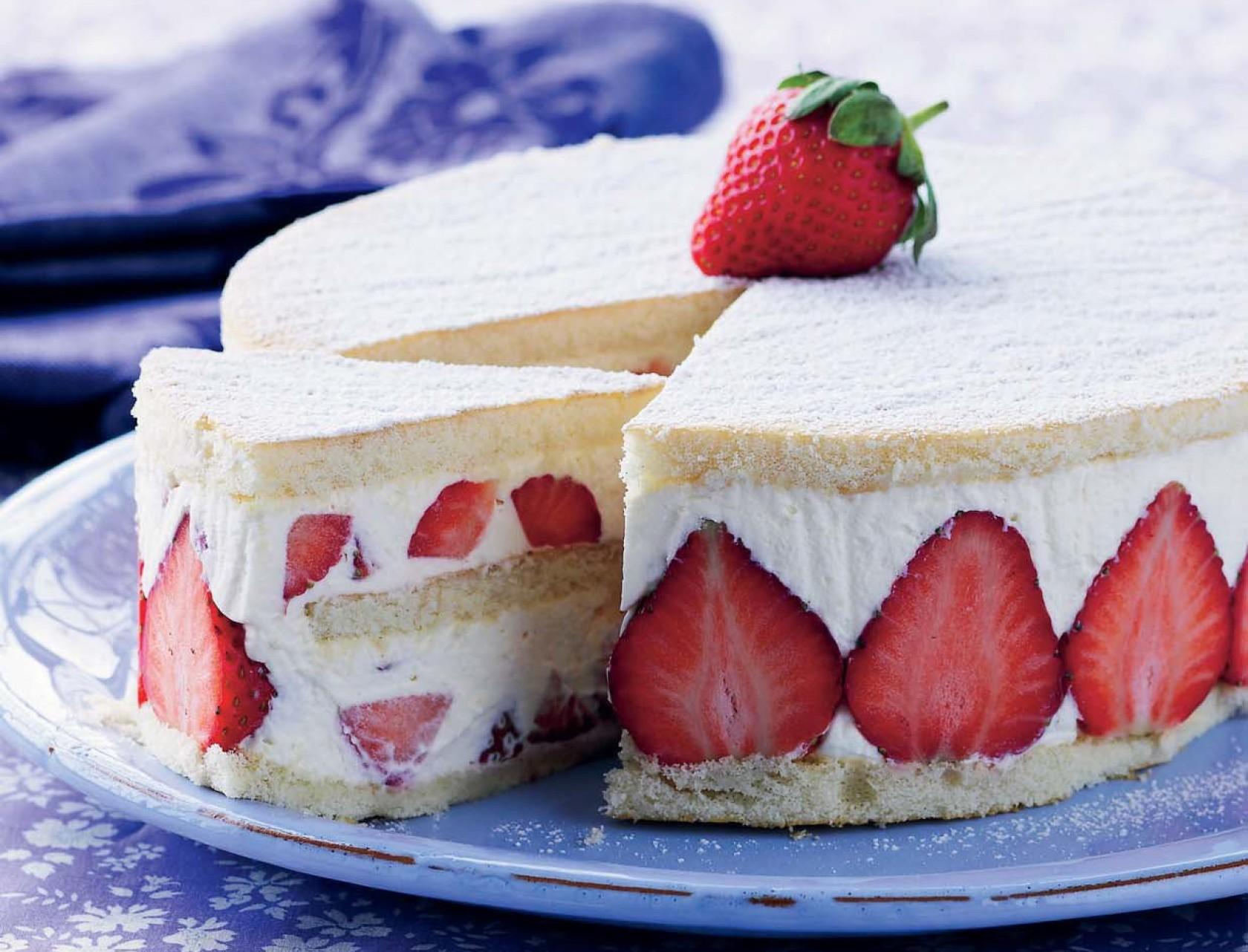 Jordbærlagkage med jordbærcreme - den bedste opskrift!