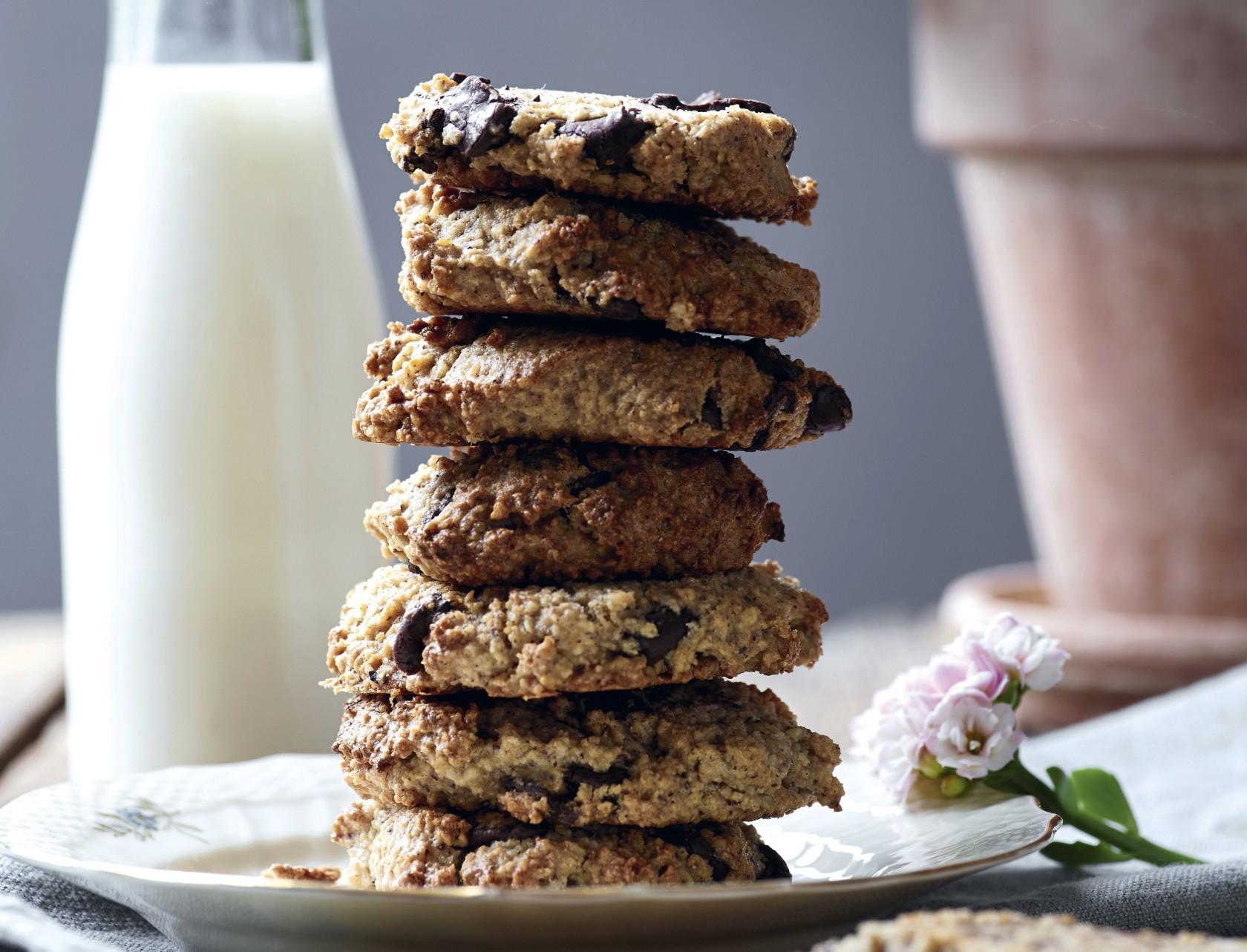Cookies med chokolade, nødder og havregryn