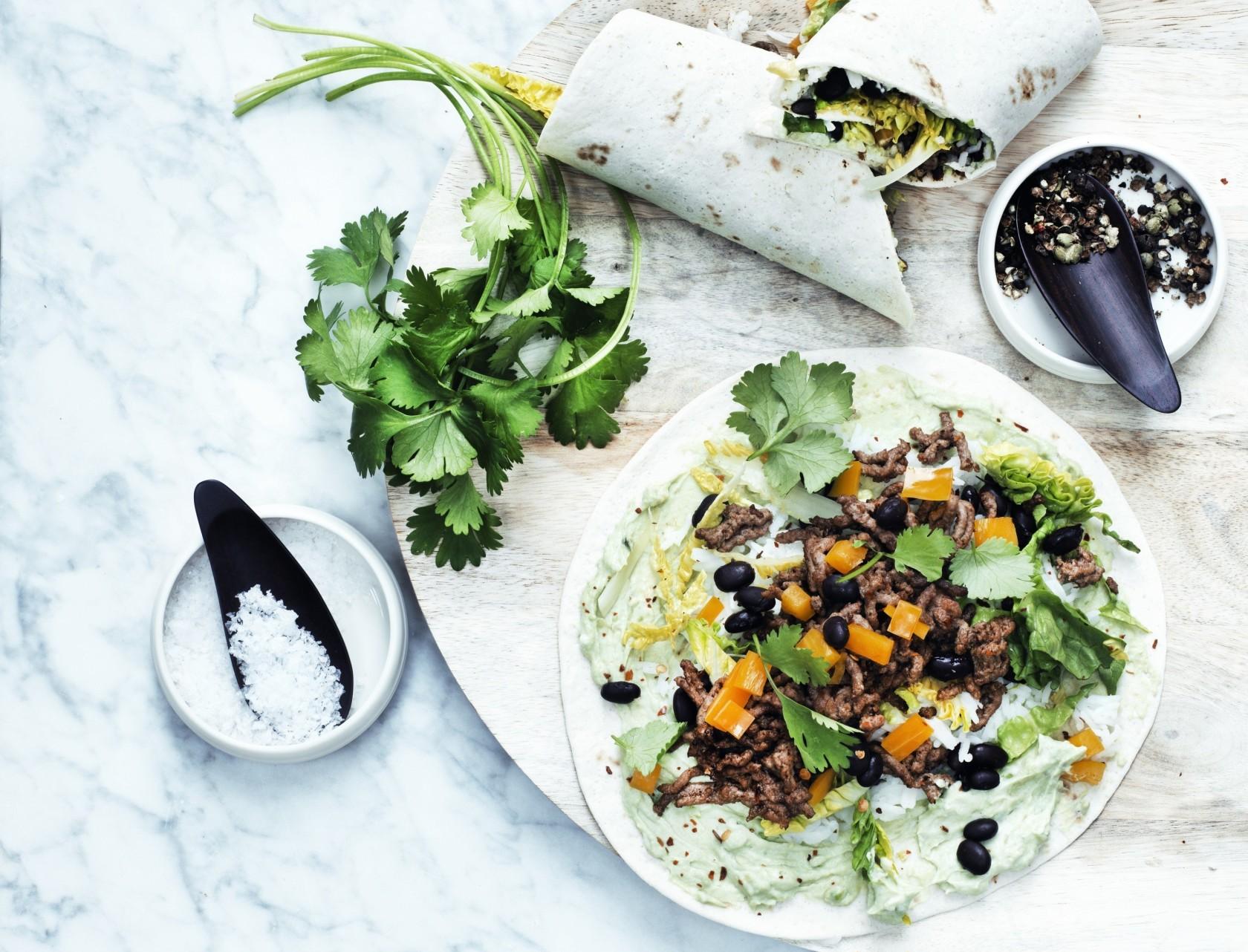 Tortillaer med krydret oksekød og guacamole - god opskrift på aftensmad.
