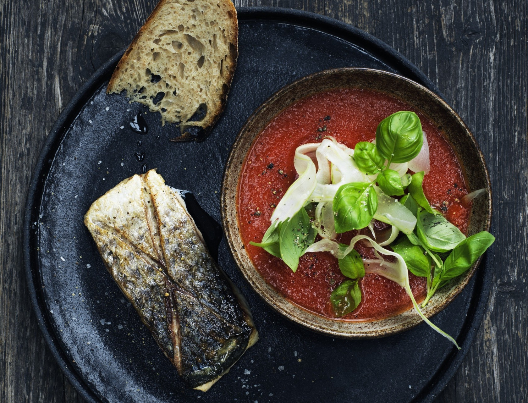 Tomat-fennikel-suppe med skindstegt multe - rigtig god opskrift!