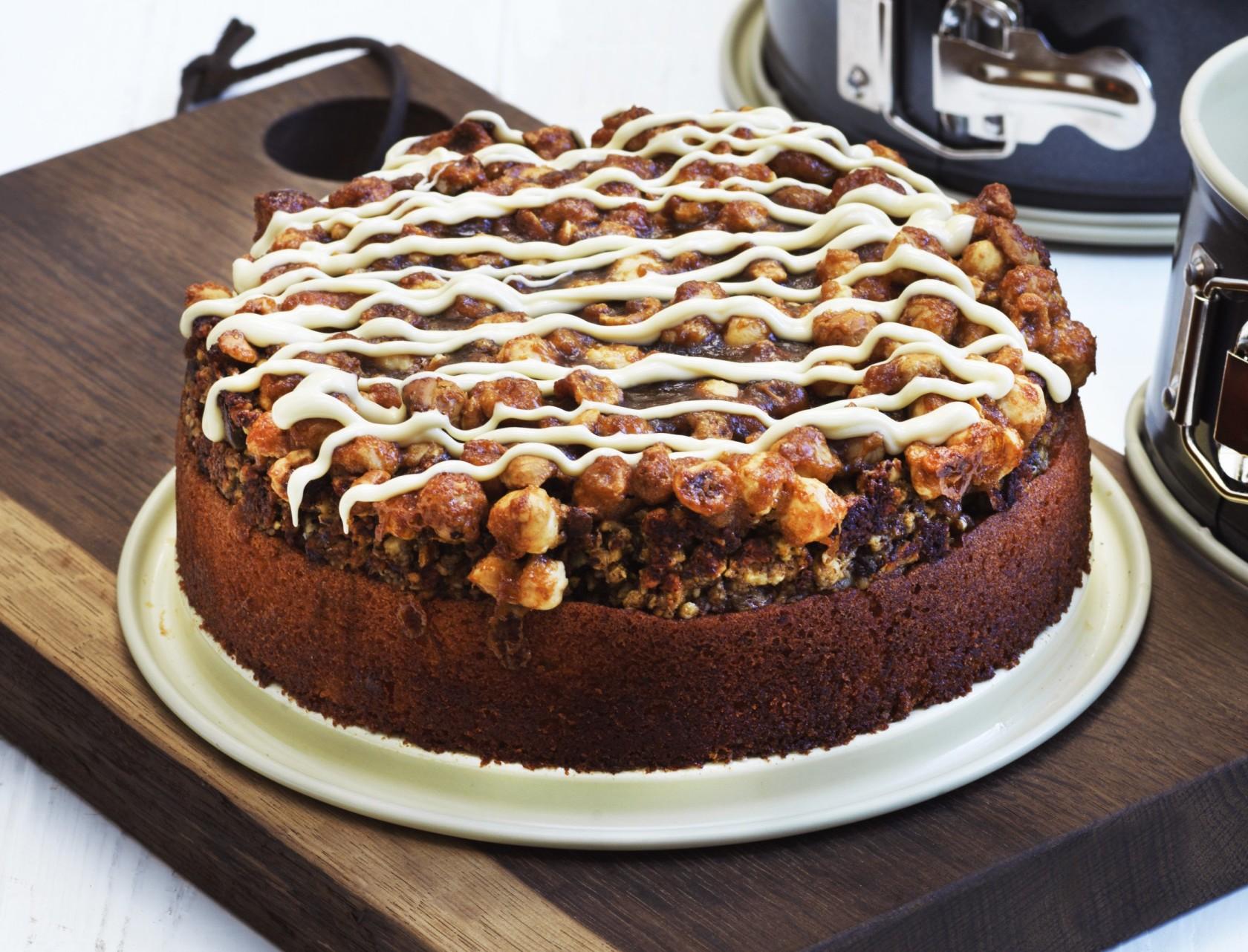 Toscakage med sprød nøddetopping - god opskrift på den bedste kage!