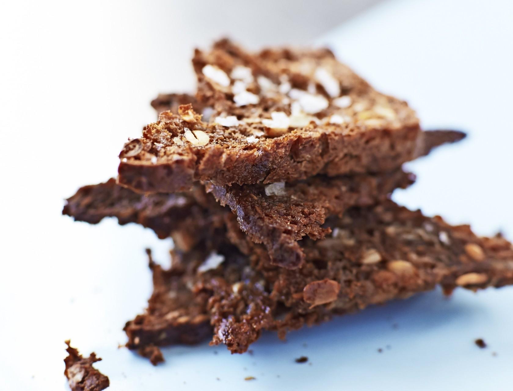 Sprøde rugbrødschips – perfekt opskrift på snack!