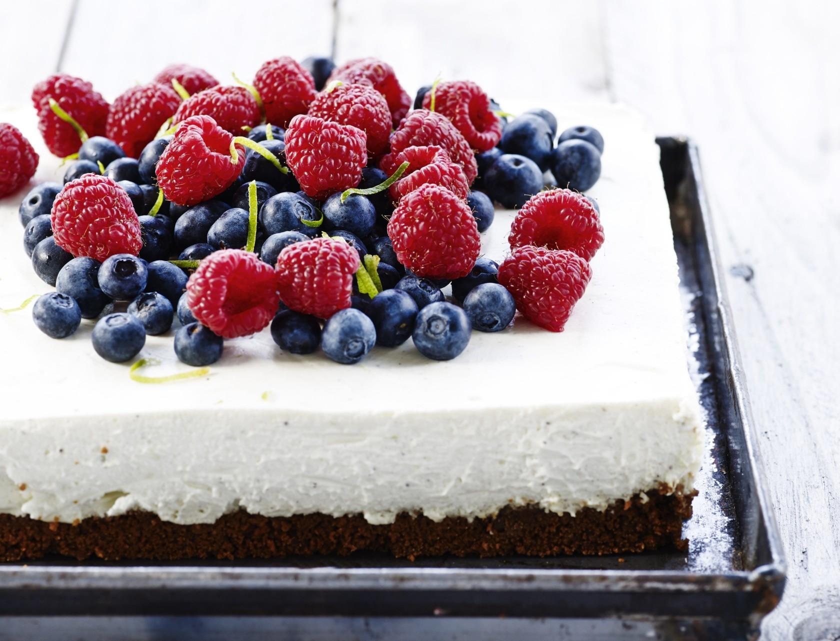 Cheesecake med limefrugt og friske bær - den bedste opskrift