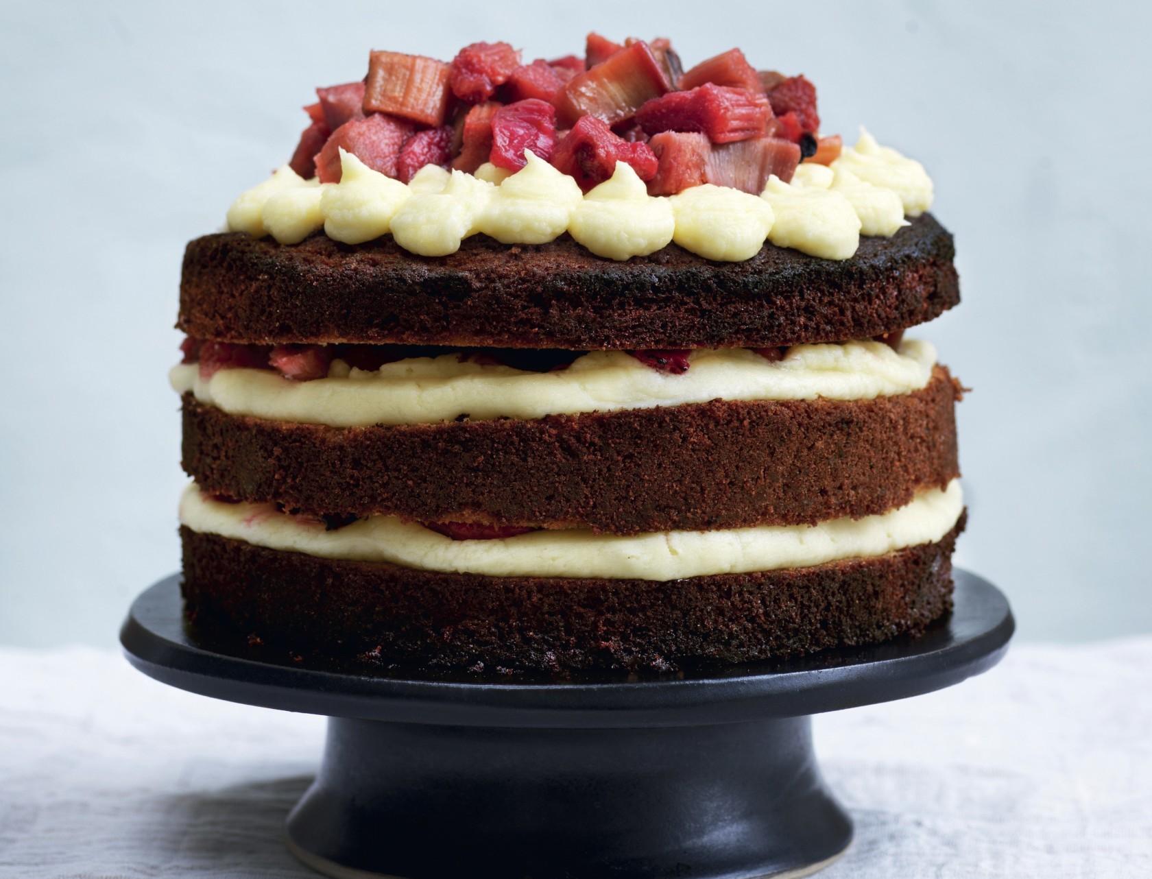 Sponge cake med rabarber og smørcreme - den bedste opskrift!