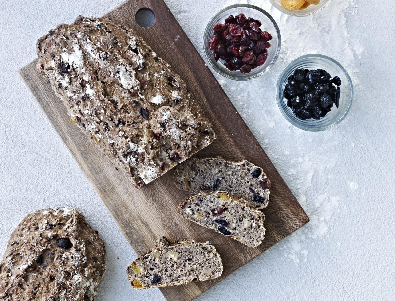 Sødligt brød med tørret frugt - den bedste opskrift!