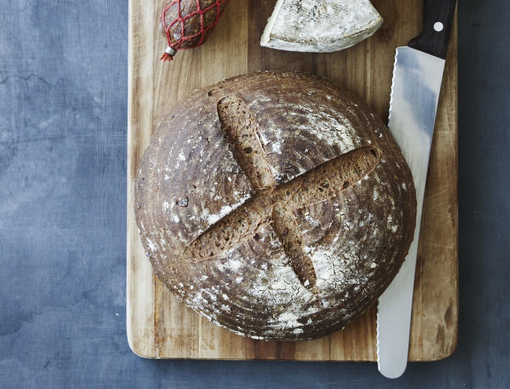 Mørkt brød med øl - den lækreste opskrift på hjemmebag.