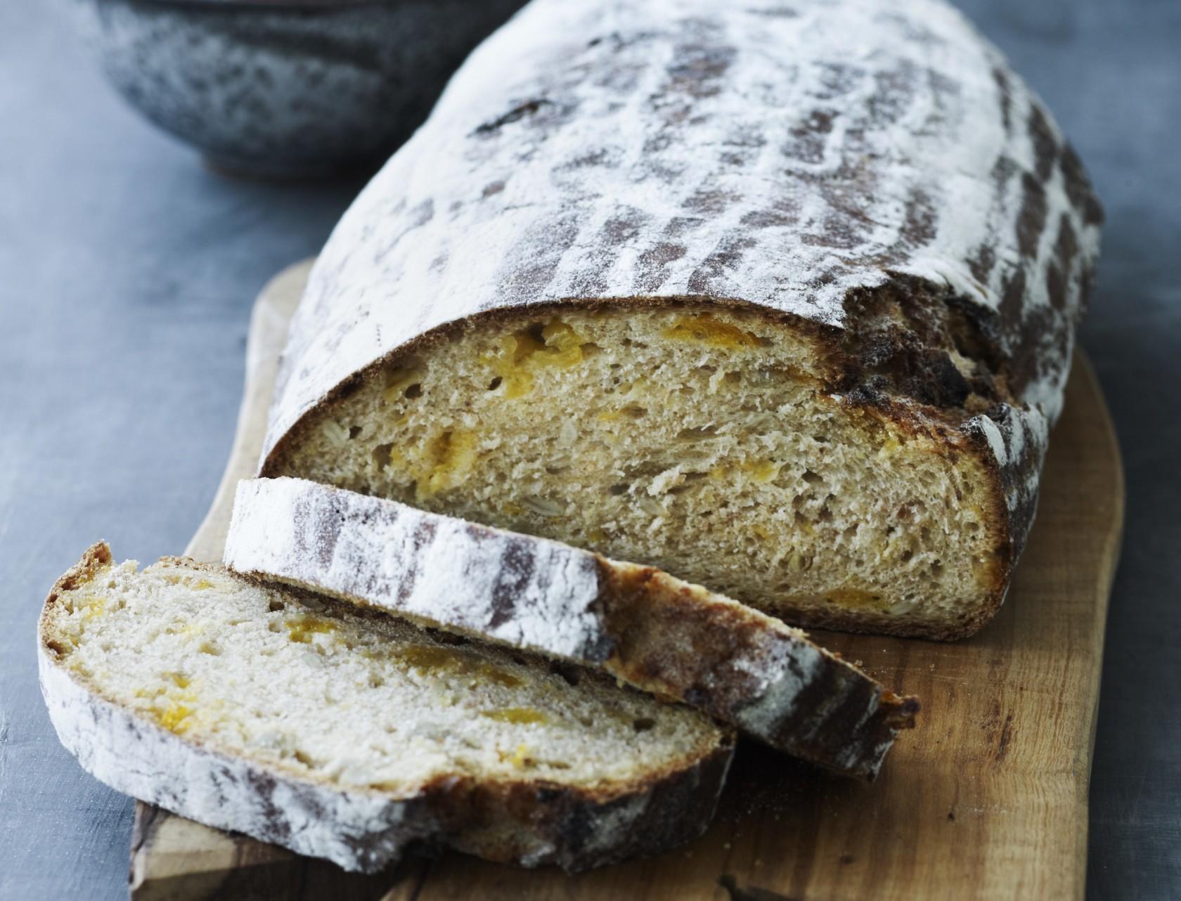 Speltbrød med solsikkekerner - virkelig lækker opskrift på hjemmebagt brød.
