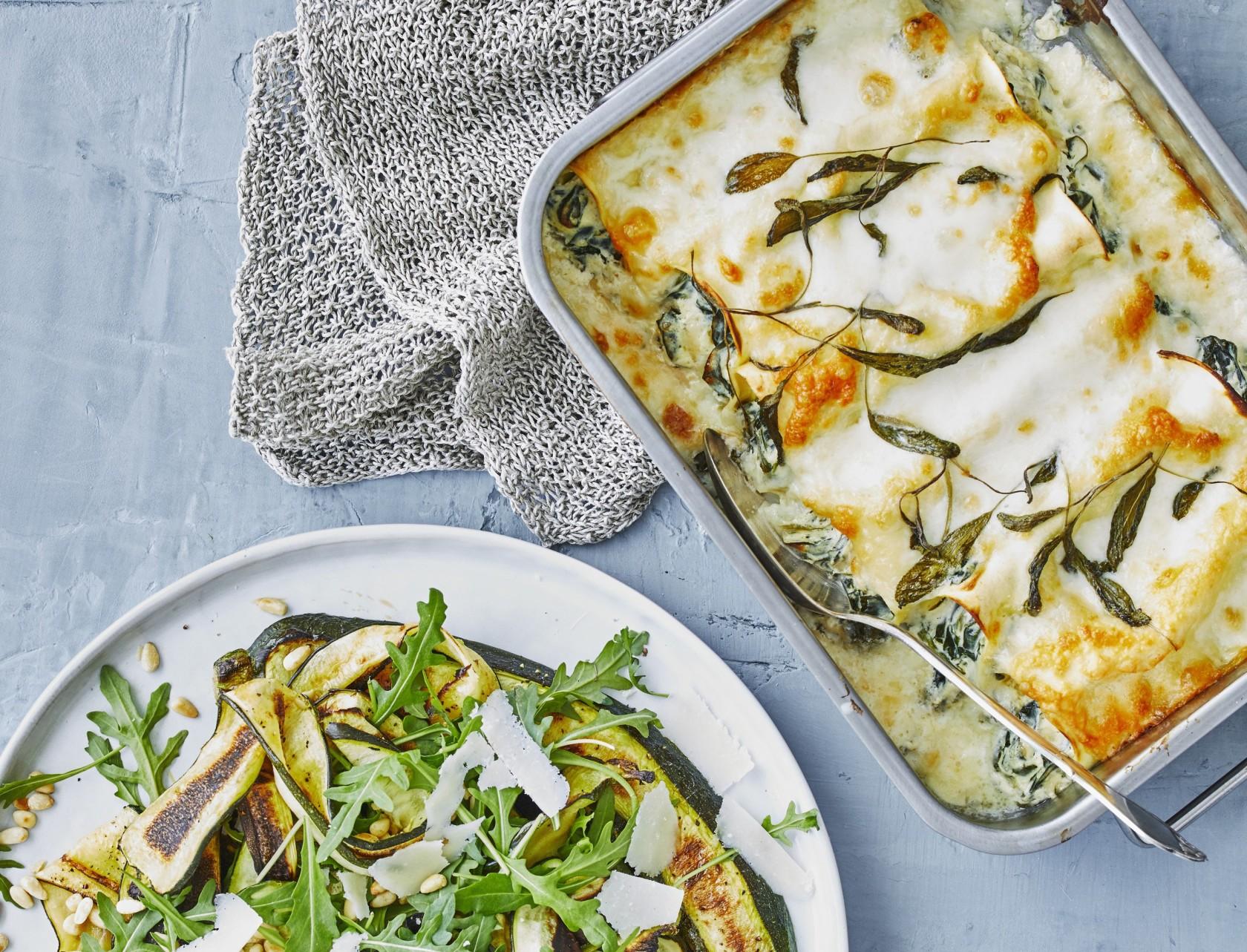 Cannelloni med spinat- og ricottafuld og squashsalat