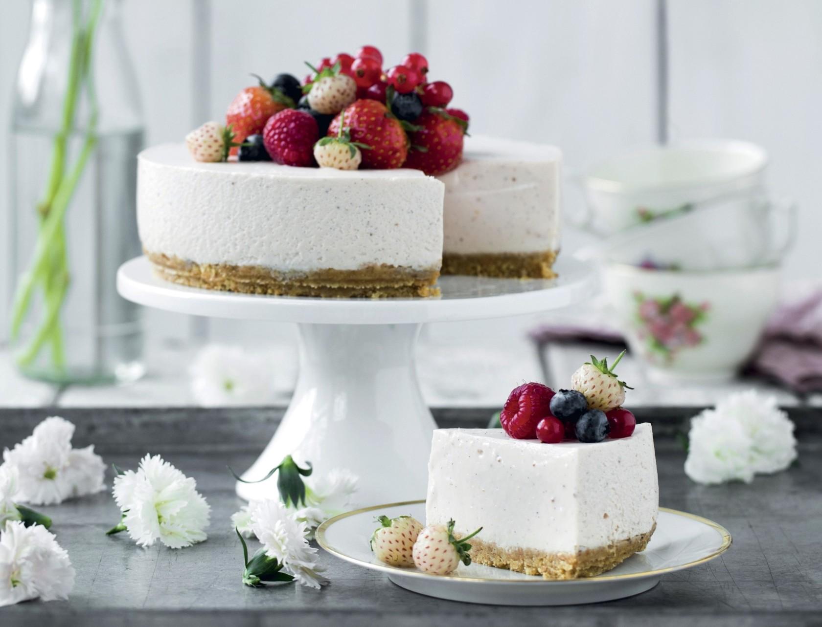 Jordbærcheesecake med bær - den bedste opskrift!