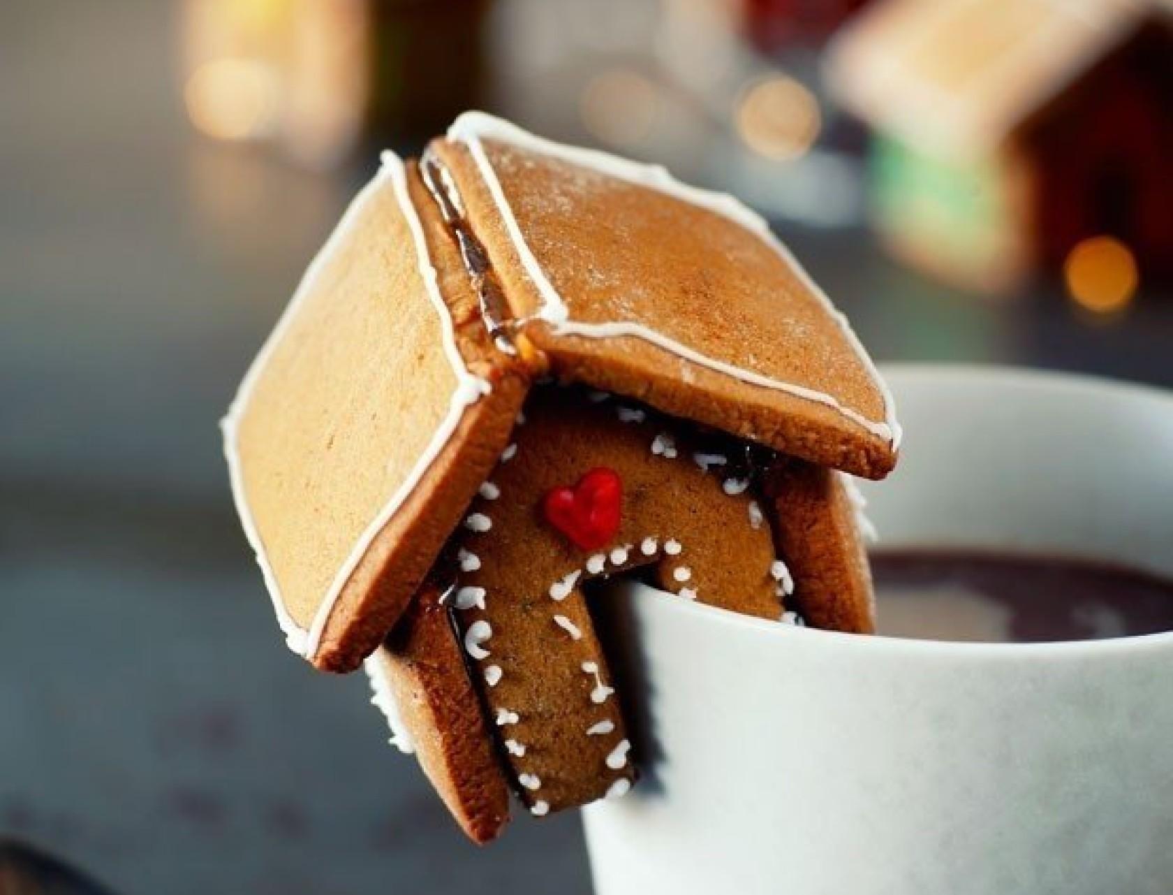 Hjemmelavet mini-kagehus til julens hyggestunder.