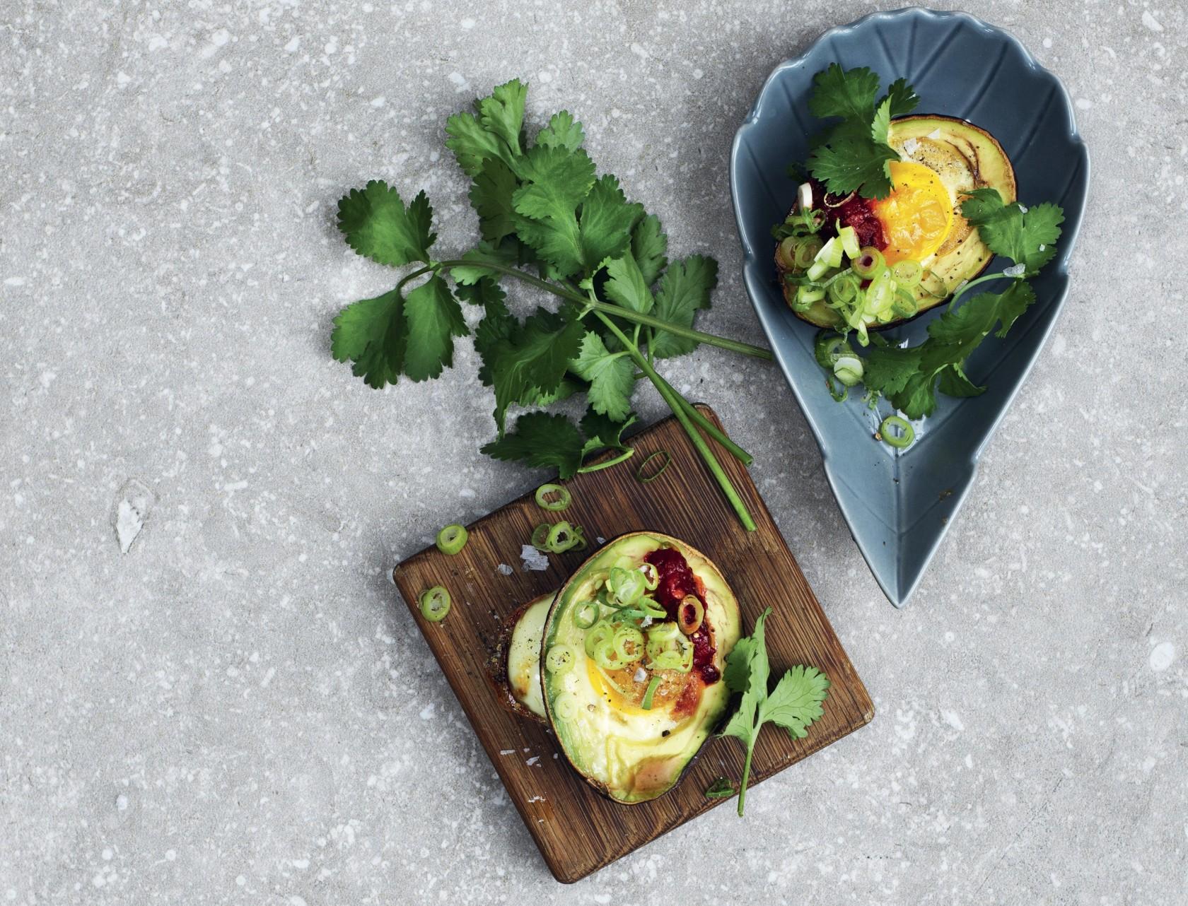Bagt avocado med æg - nem og lækker opskrift på morgenmad eller brunch!