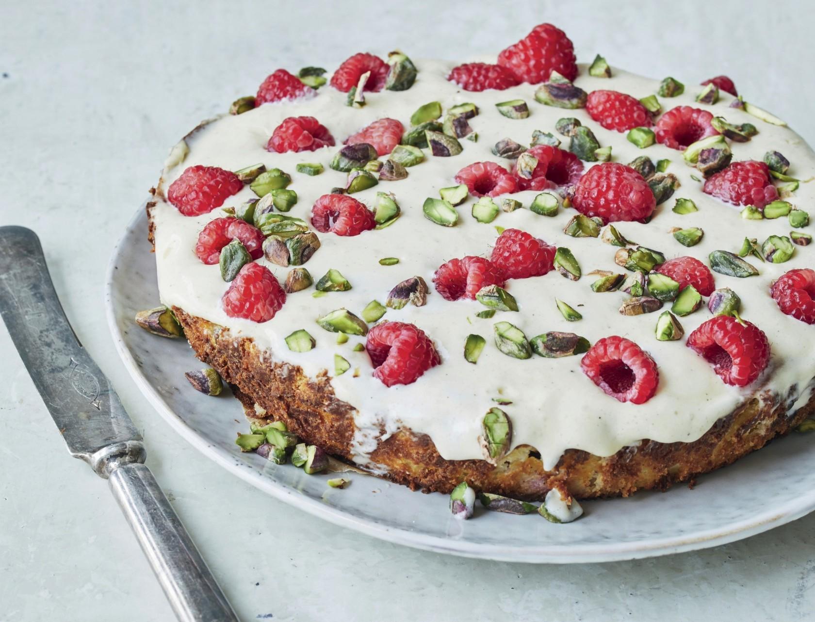 Gateau Marcel med hvid chokolade og hindbær - virkelig lækker opskrift!
