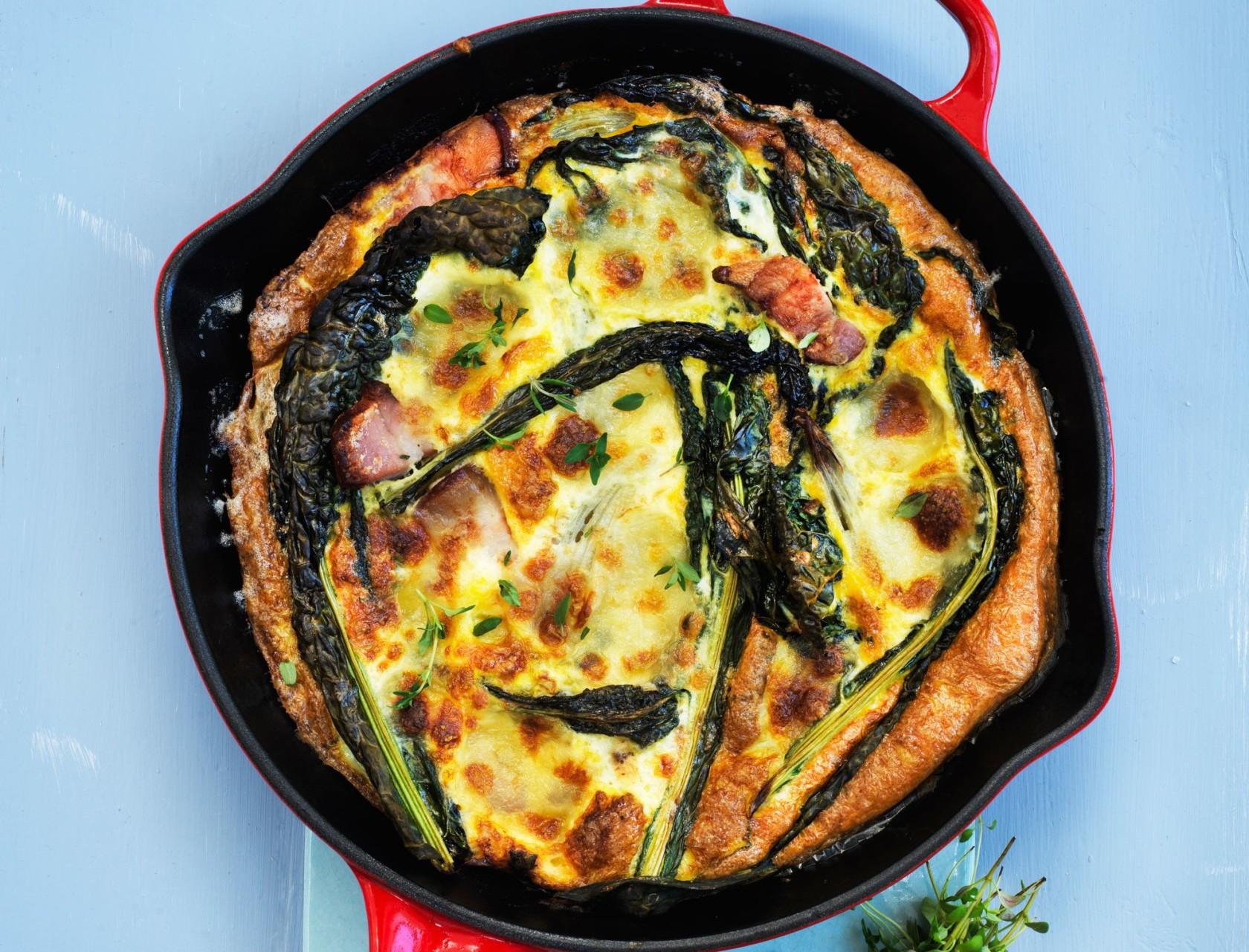 Frittata med kål og mozzarella - lækker opskrift på spansk æggekage.