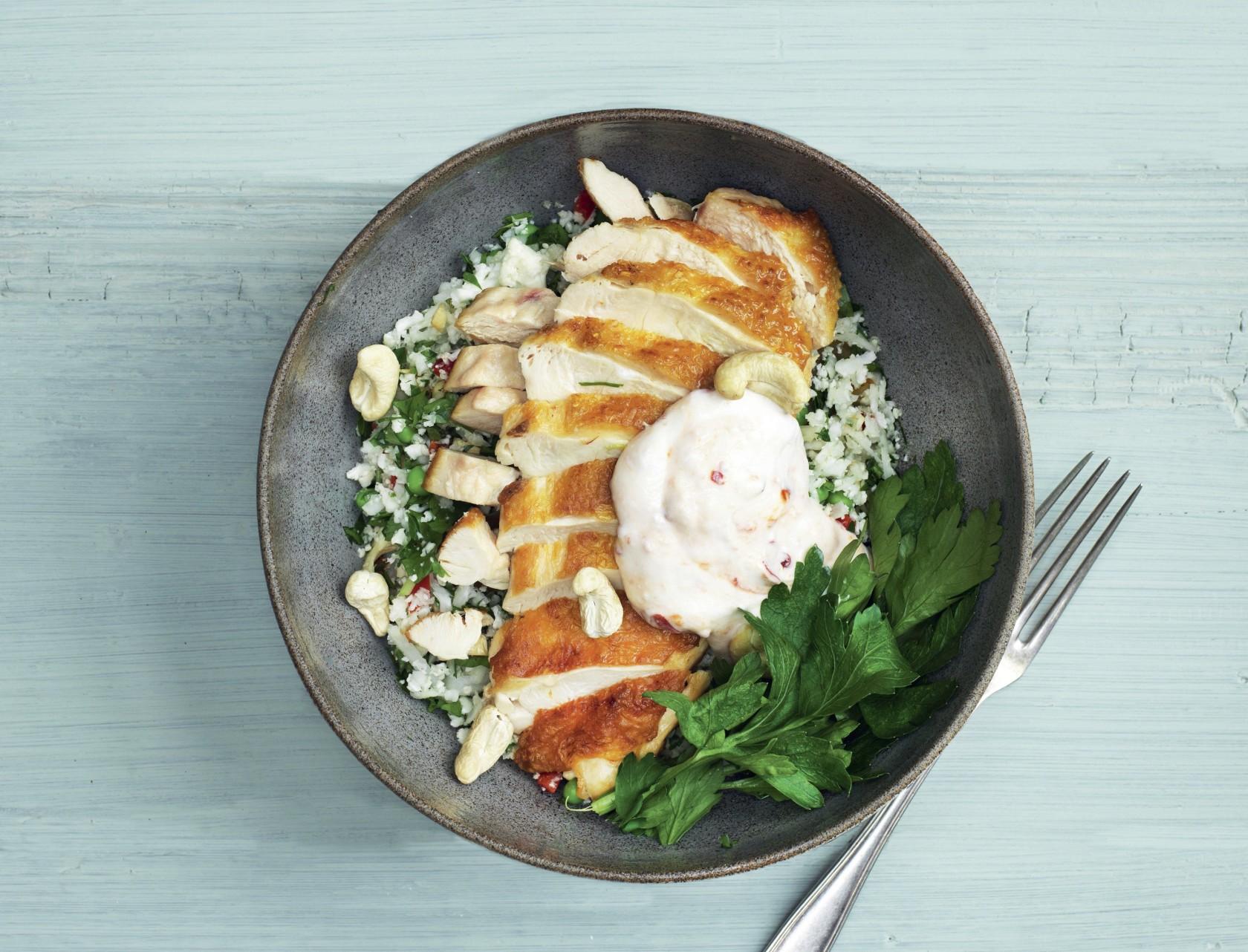 Kylling med blomkåls-tabbouleh - virkelig lækker opskrift.