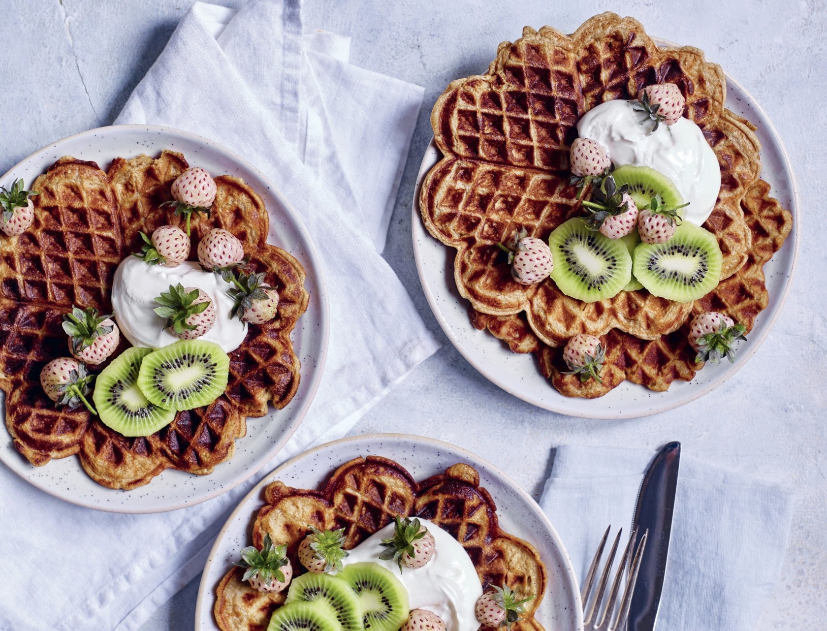 Havregrynsvafler med frisk frugt - den bedste opskrift på sundere vafler.