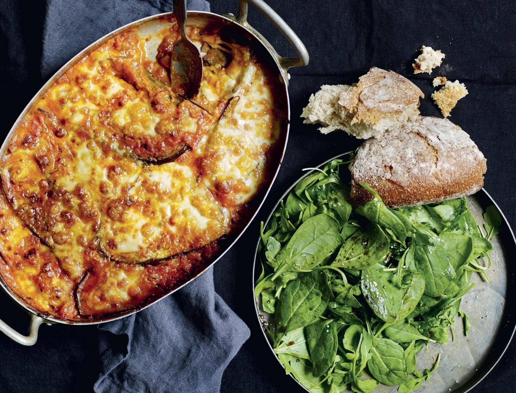 Grøntsagslasagne med aubergine og mozzarella- den bedste opskrift på vegetarlasagne.