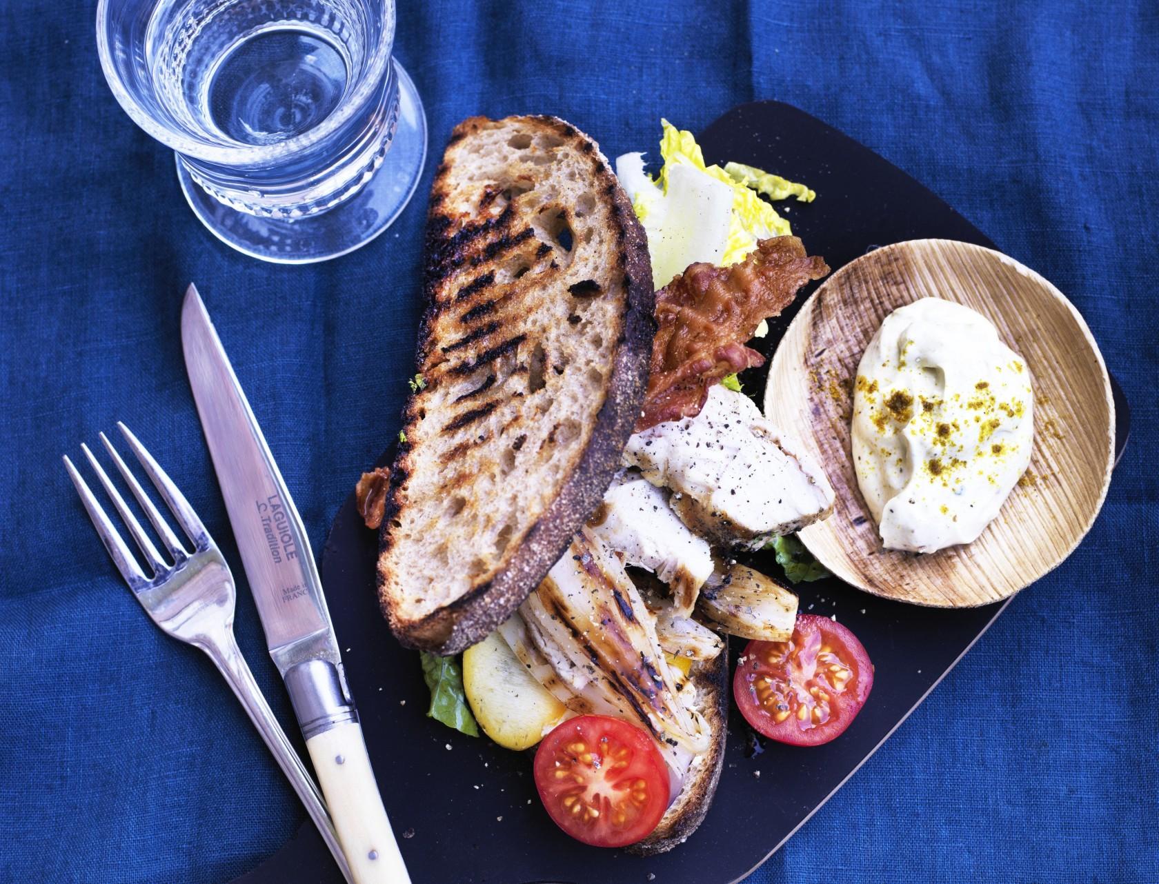 Clubsandwich med kylling og bacon - den bedste opskrift!