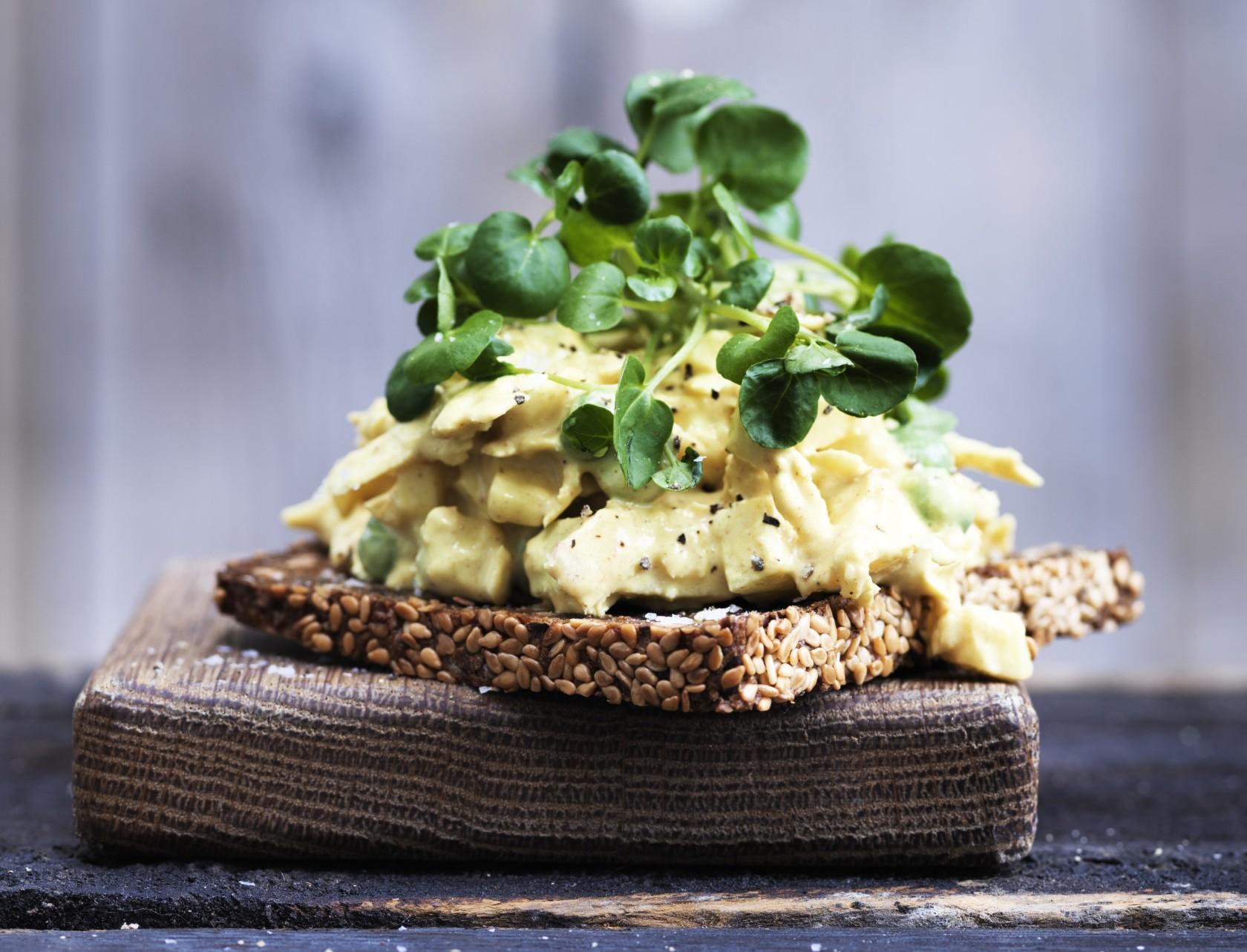 Opskrift på den bedste æggesalat i luksus-verison.