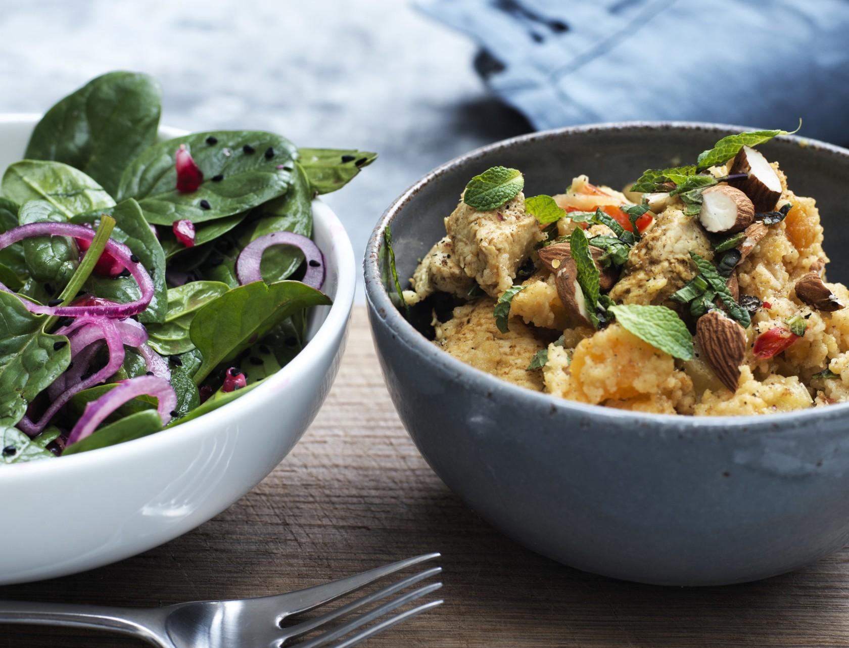 Couscous med kylling og spinatsalat - nem og lækker opskrift