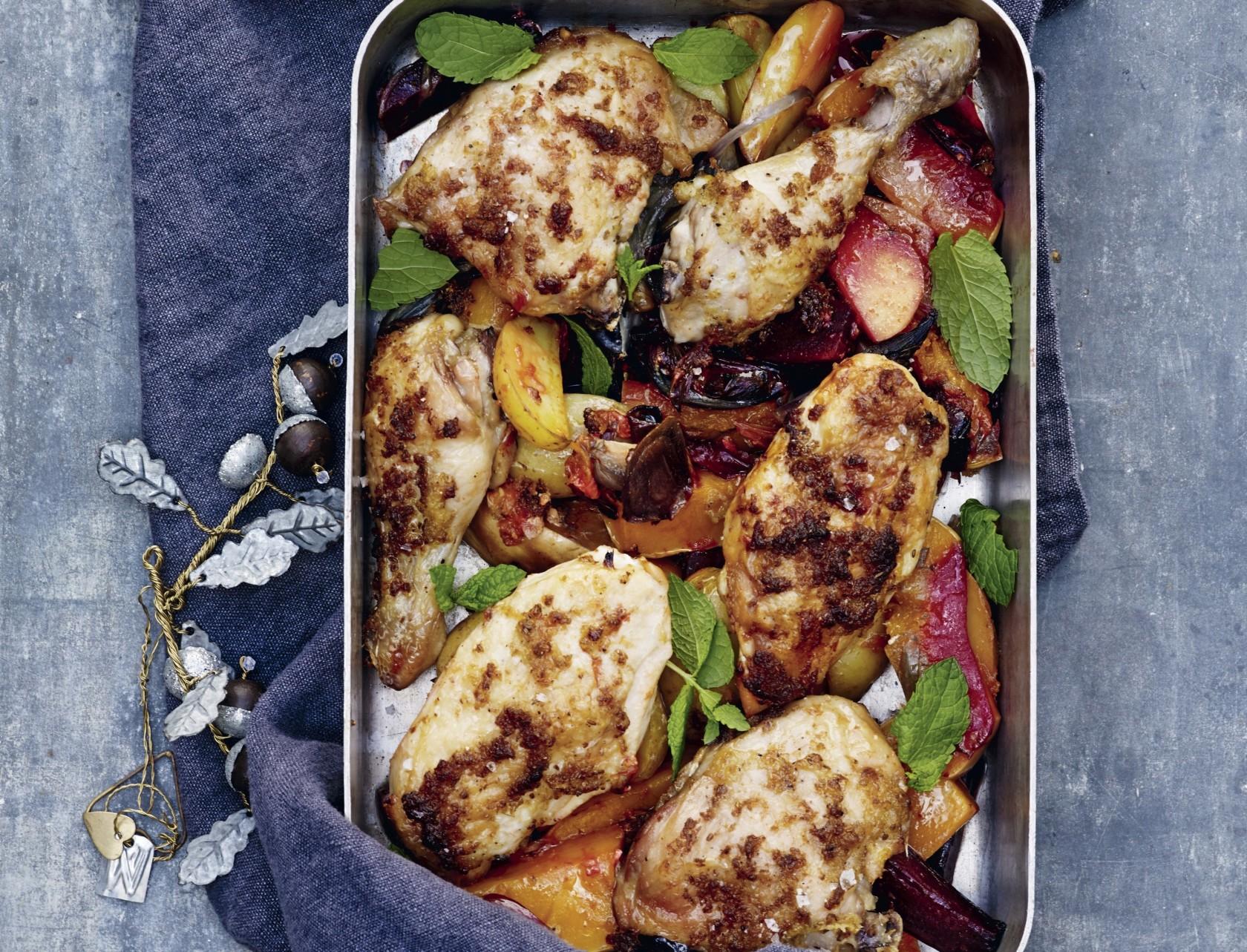 Ovnstegt ingefærkylling med bagte rodfrugter - nem og lækker opskrift!