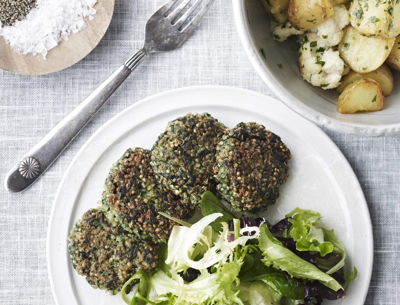 Opskrift på quinoa-frikadeller med lækkert tilbehør